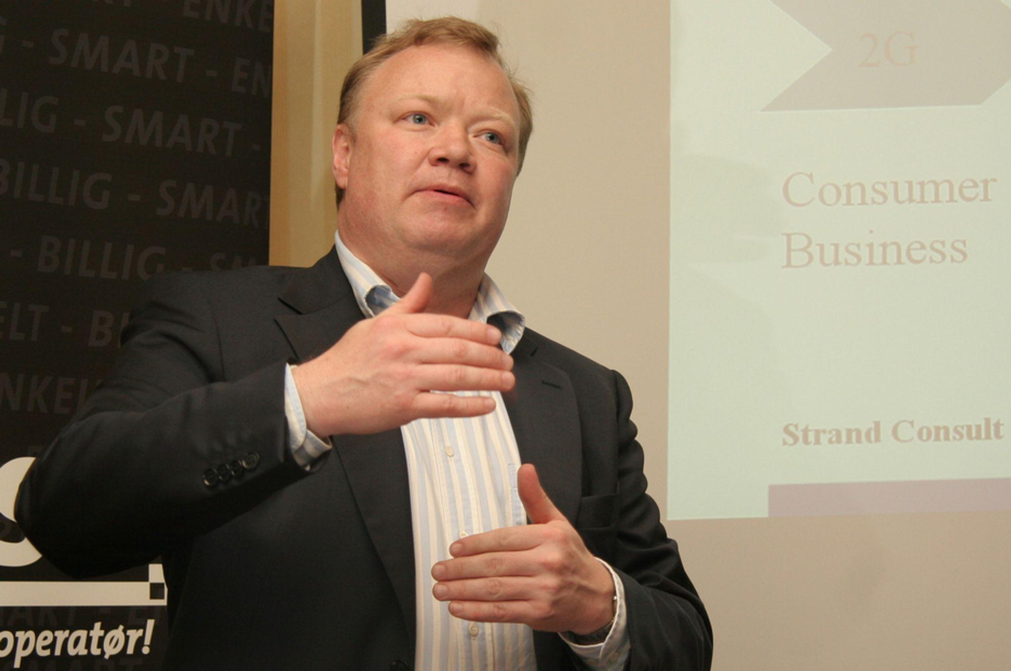 SPÅMANN: Få kjenner de nordiske mobiloperatørene bedre enn den danske telekomanalytikeren John Strand.