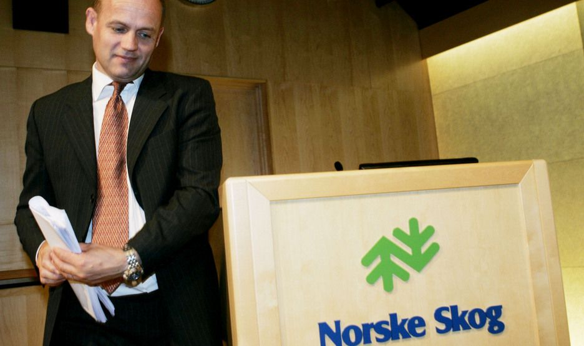 Finansdirektør Andreas Enger i Norske Skog har varslet en gjennomgang av alle konsernets fabrikker.