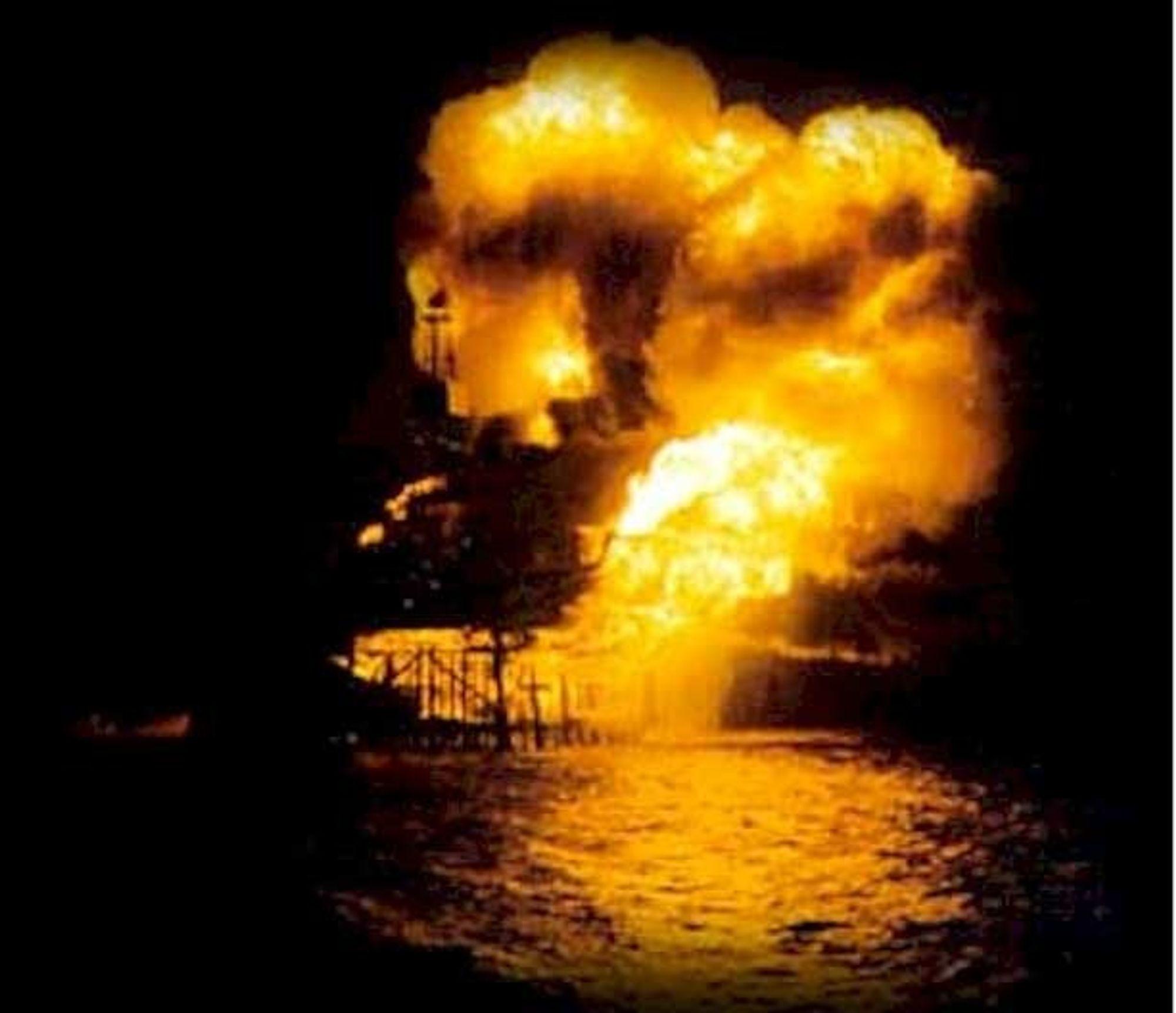 MARERITT: Gasseksplosjonen på Oxideltals Piper Alpha plattform i 1988 krevde 189 menneskeliv. En feilmontert rørstuss og pakning, samt operatørfeil medførte katastrofen.