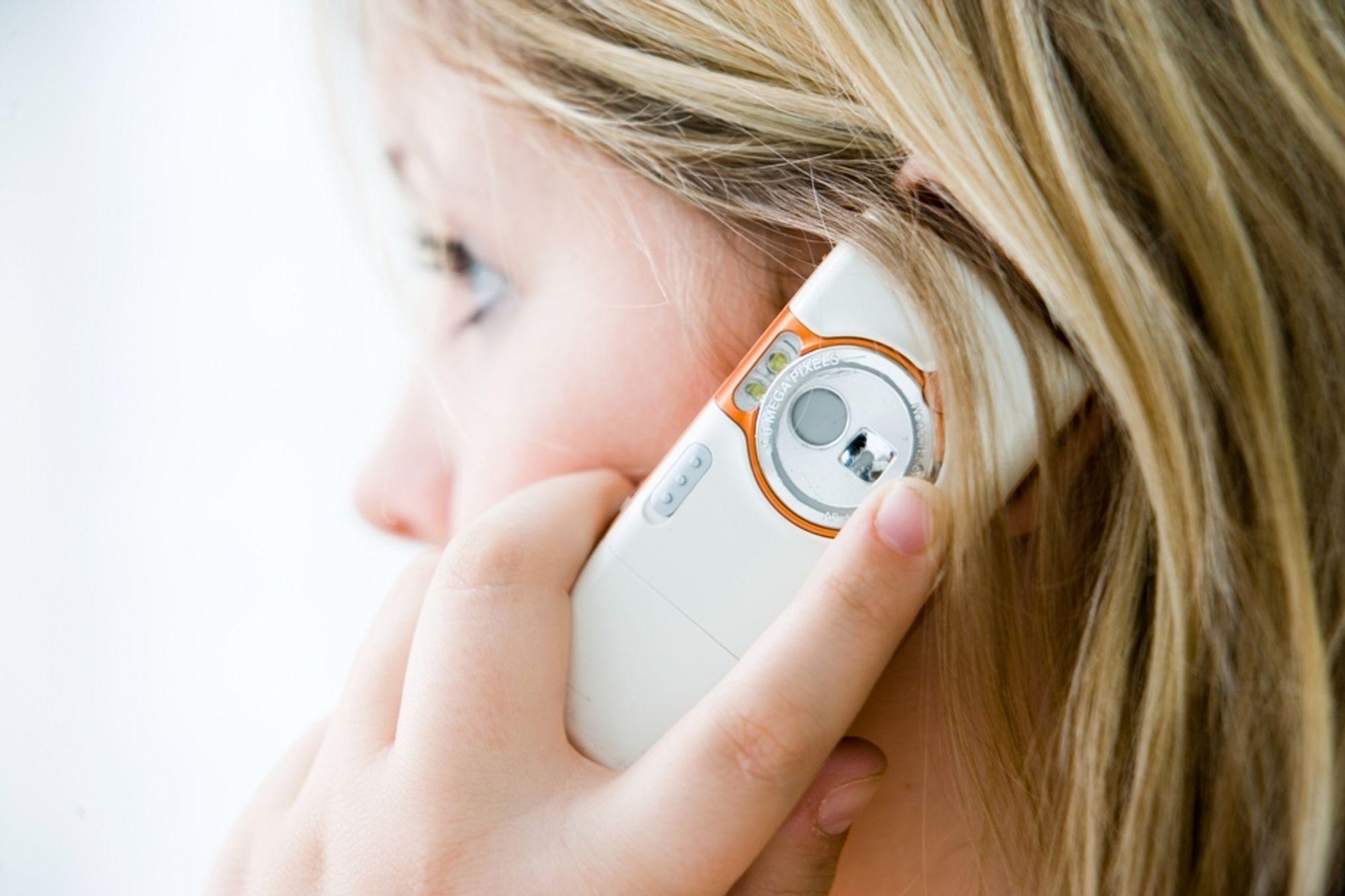 Skal du høre lydbok på mobilen, anbefales øreplugger.