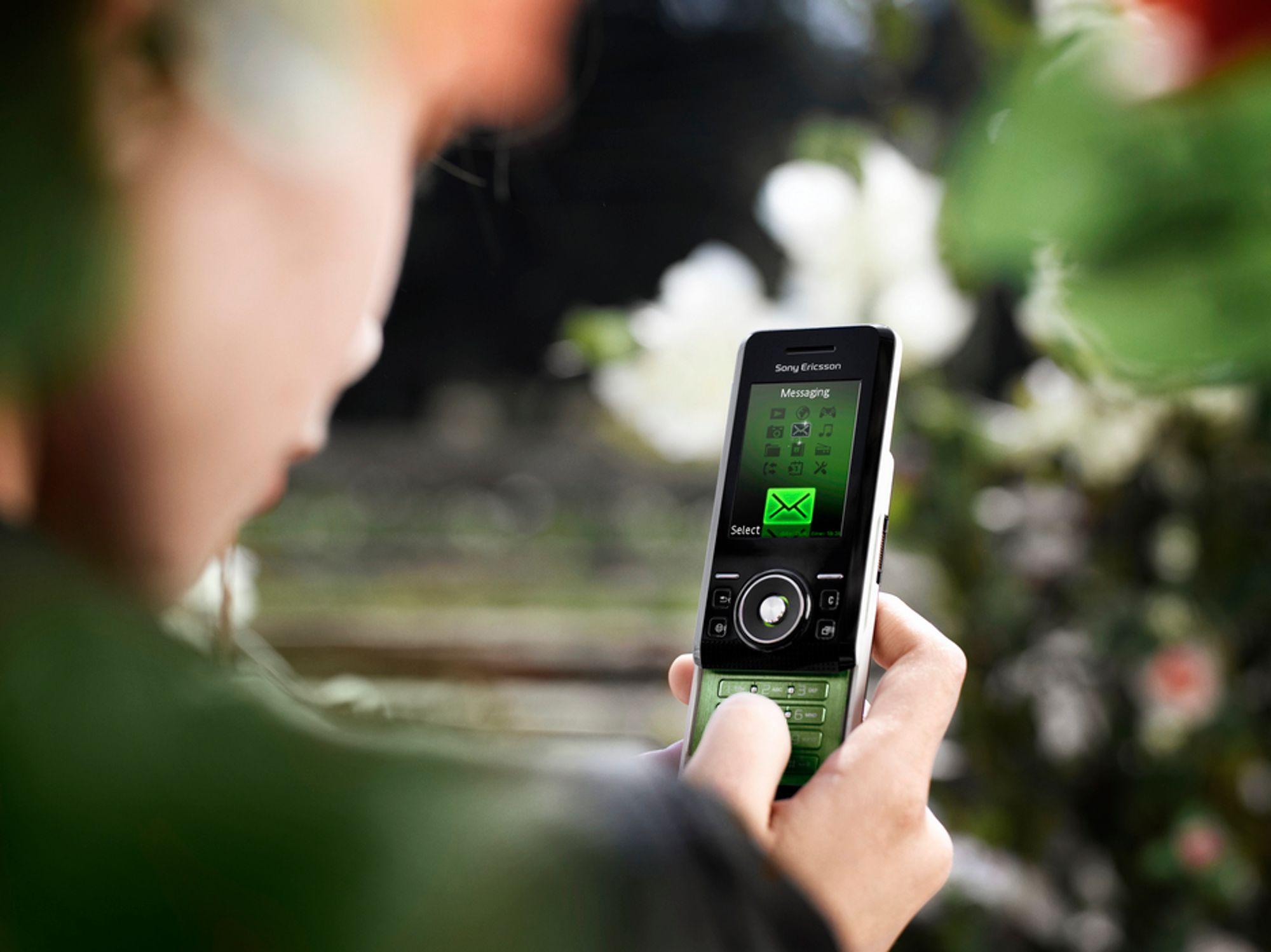 Sony Ericssons S500i greier å være strålings-og brukervennlig samtidig. Det er det stadig færre modeller som greier, ifølge svenske tester.