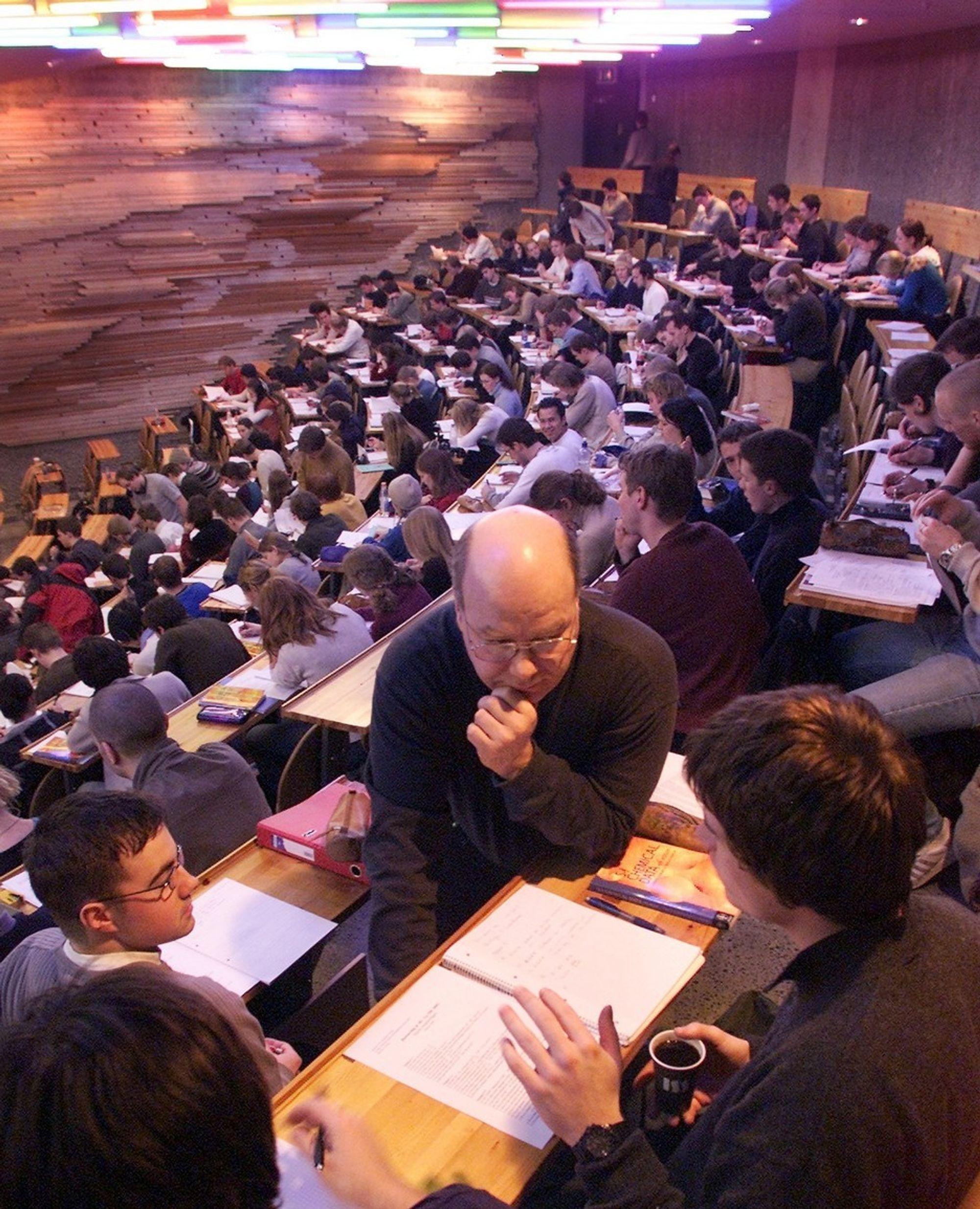 EXIT EX.PHIL?: Sivilingeniørstudenter ved NTNU vil ha harde fakta og ikke myke verdier å reflektere over, viser ny undersøkelse. FOTO: NTNU