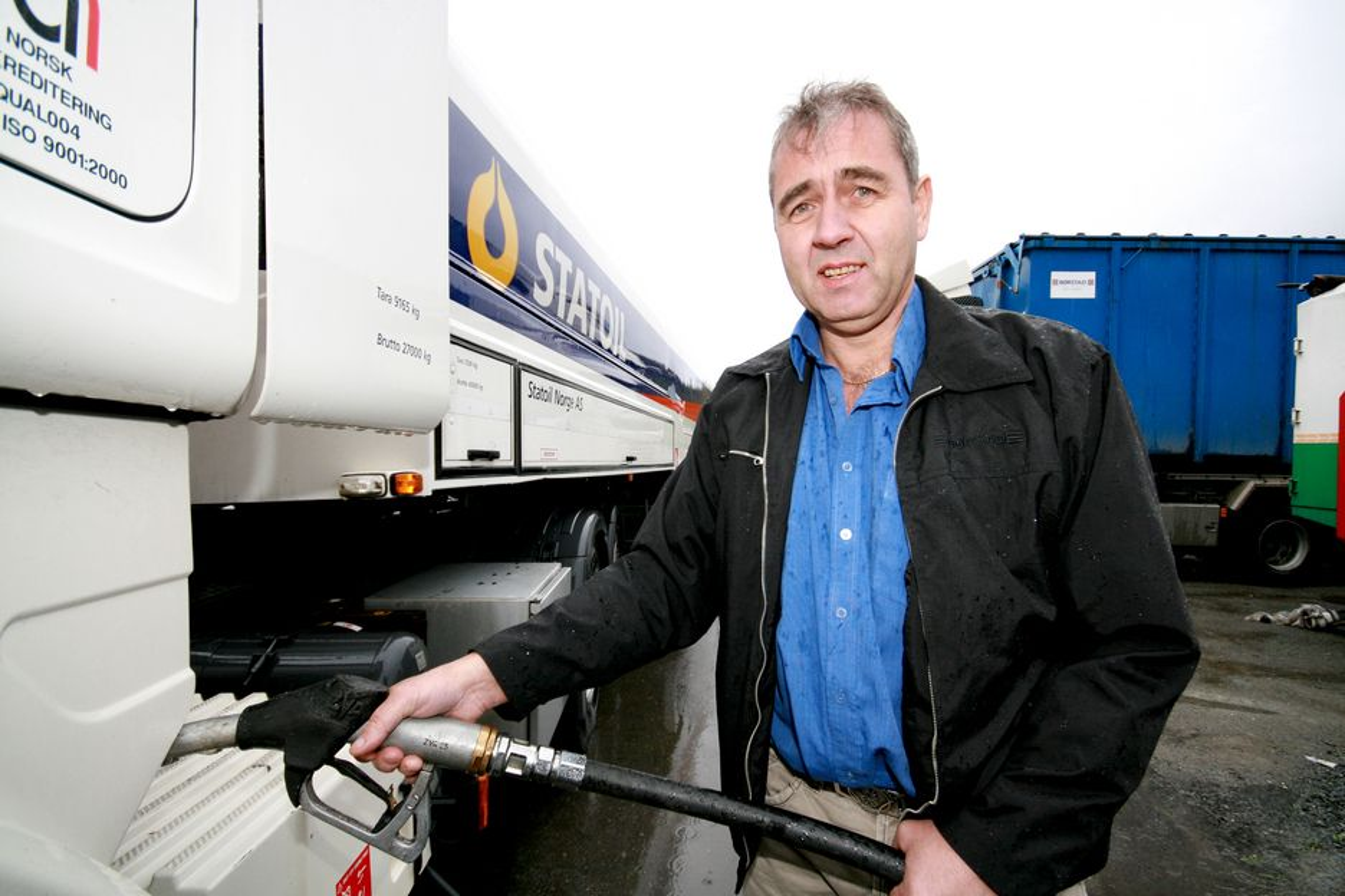 ØKT FORBRUK: Driftssjef Frode Berg hos Børstad Transport har registrert økt forbruk med bruk av fiskeolje i dieselen. Han forventer at forbruket går ned igjen når firmaet nå går over til rapsolje.