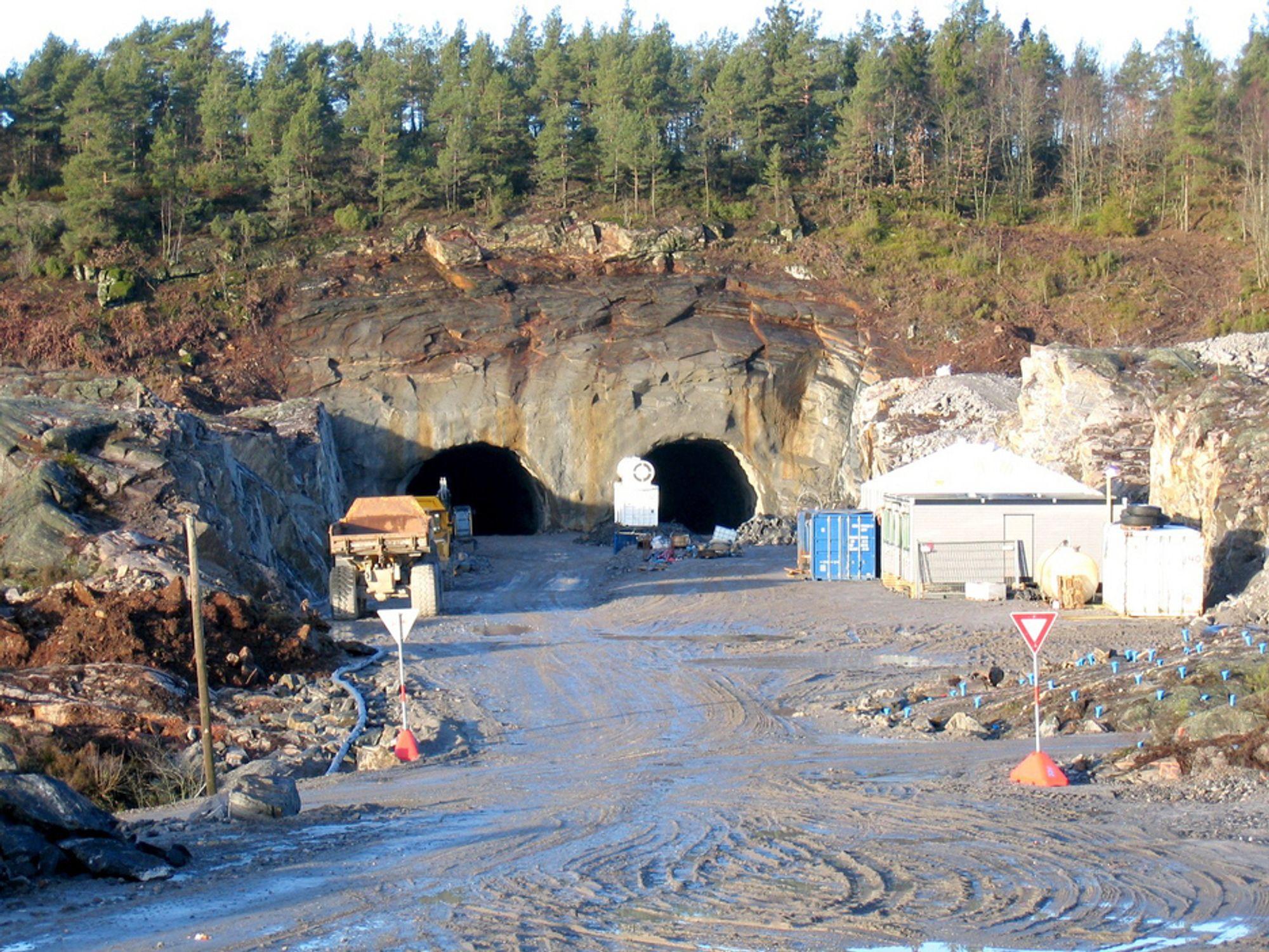 Utenlandske veiarbeidere i Norge får både godkjent lønn og greie arbeidsforhold. Her fra byggingen av OPS-prosjektet ny E18 fra Grimstad til Kristiansand.