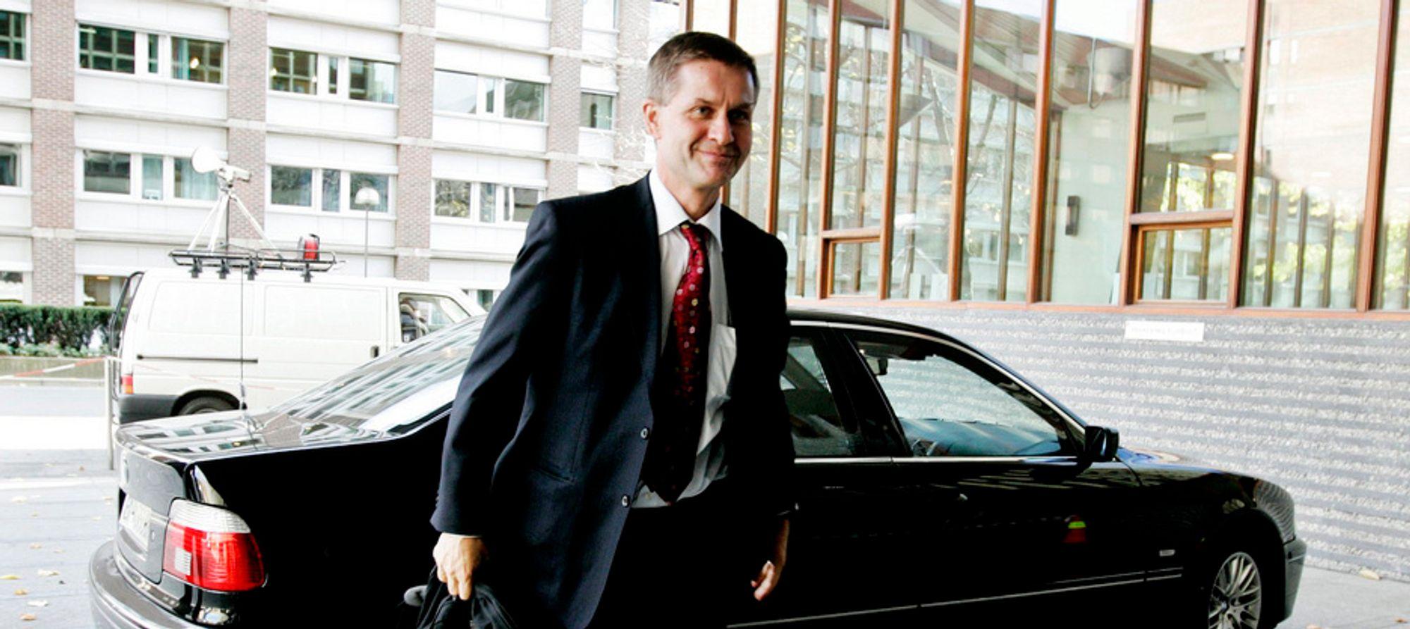 Miljø- og utviklingsminister Erik Solheim skal i dag lansere den nye el-bilen Think City.