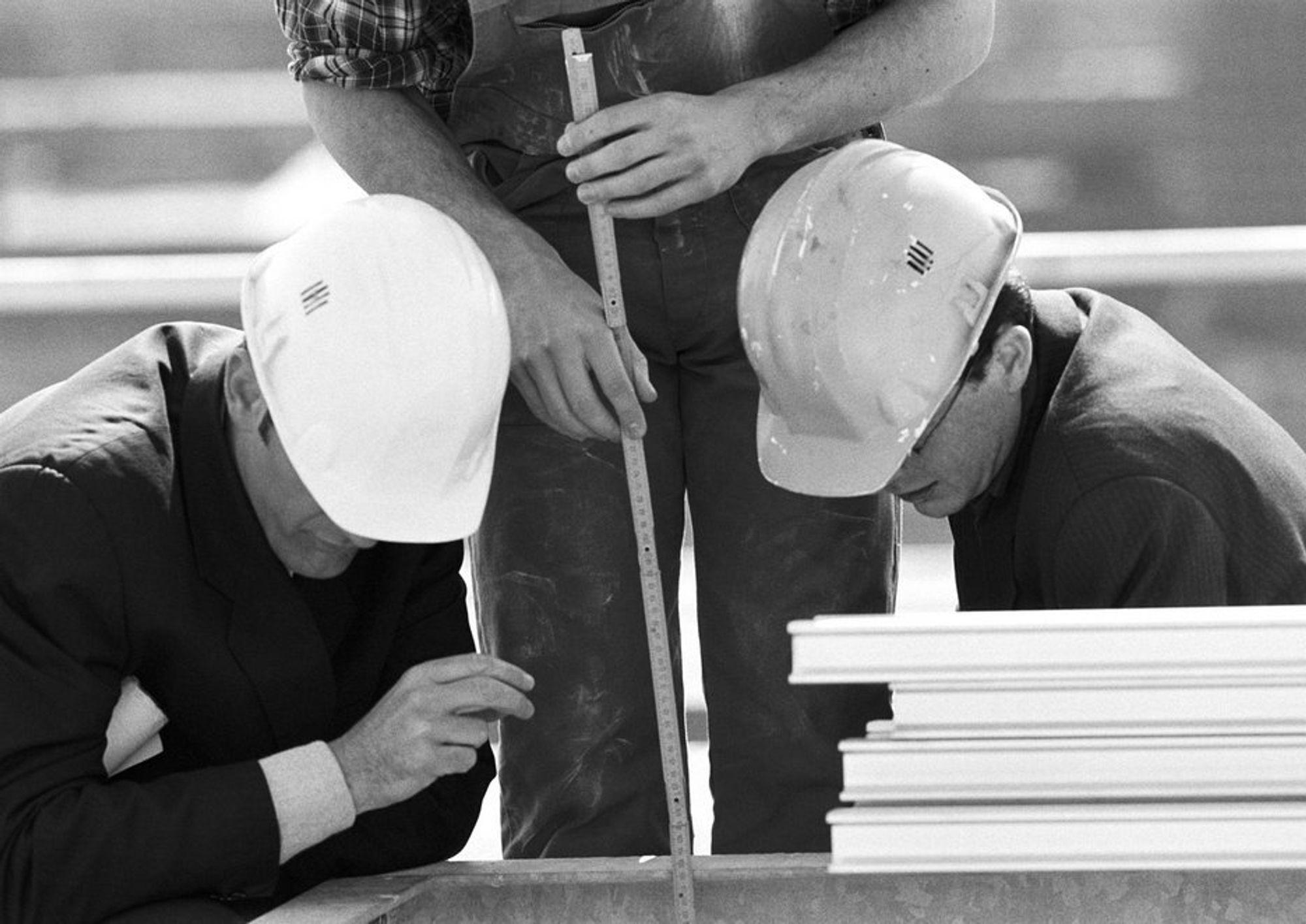 SAMMEN OM BYGGKONTROLL: Kontrollene i byggesaker skal nå økes, og langt flere av dem blir uanmeldte tilsyn, i kommunene Asker, Bærum, Hurum, Lier og Røyken.