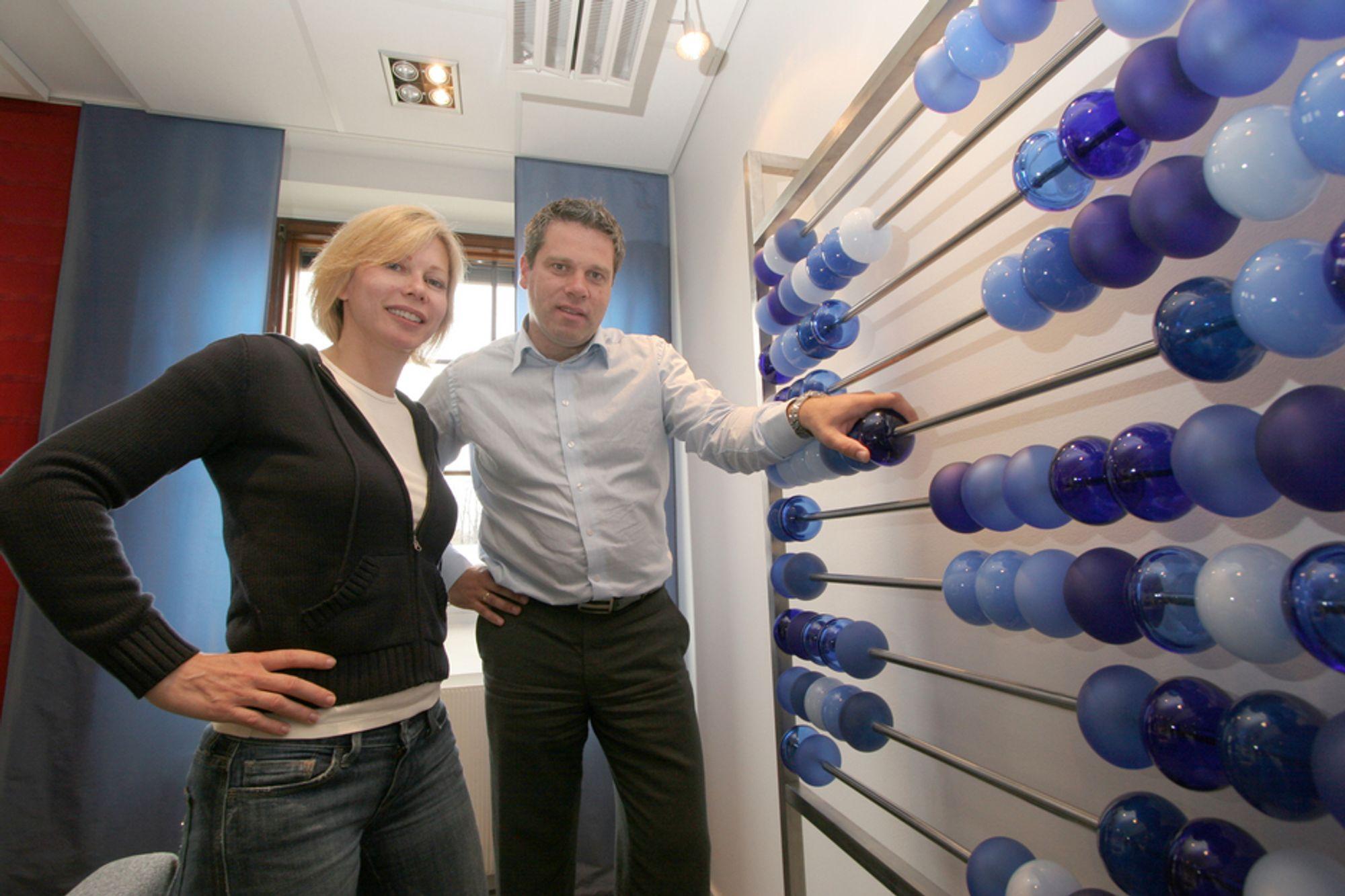 LØNNSOM REGNING: Før Gunilla Resare og Odd Inge Hellesylt i SAS Institute går i dialog med statlige fortetak har de pønsket ut hvilke konkrete løsninger de kan tilby, samt hvordan de over tid skal få virksomheten på kroken. En selektiv og langsiktig tankegang har gitt gode resultater for det amerikanske IT-selskapet i Norge.
