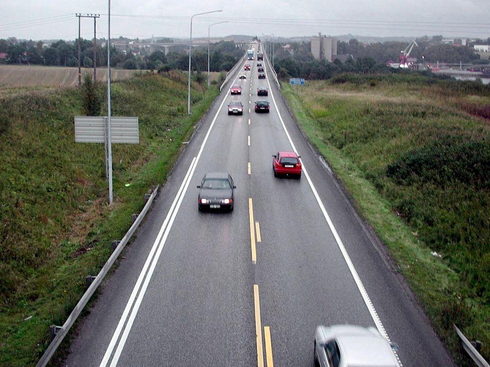 Bedre veier og ny bilteknologi er noen av tiltakene for å nærme seg Nullvisjonen - ingen drepte i trafikken. Arkivfoto