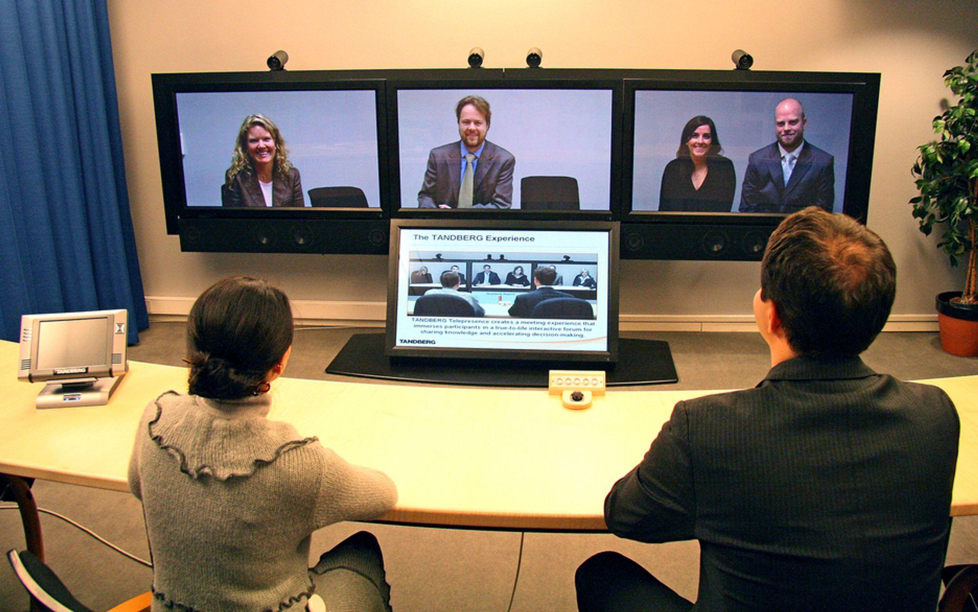 FJERNMØTE: Tandbergs nye høyoppløselige videokonferansesystem gir møteromsopplevelse over kontinentene.