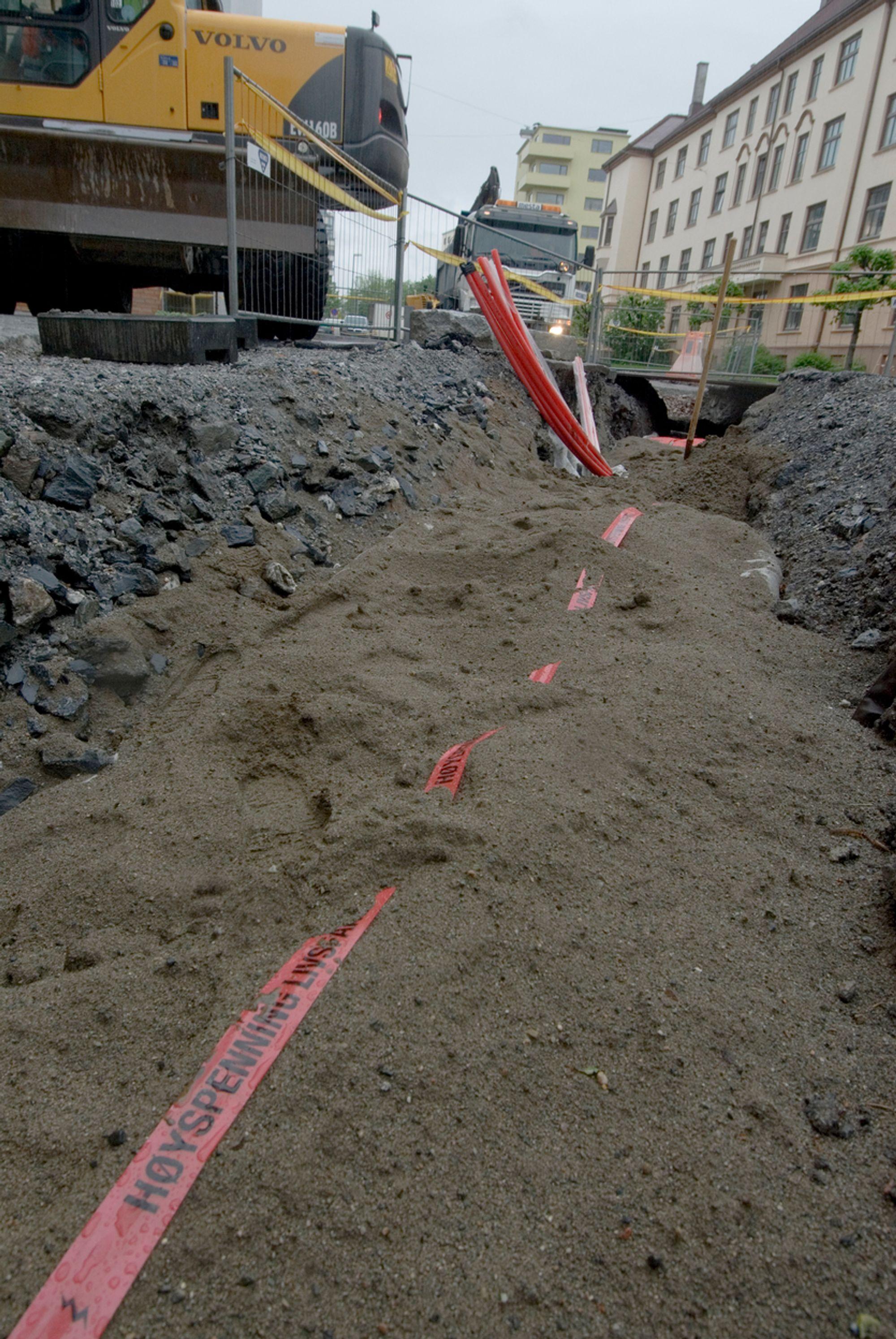Ny: Hafslund Nett graver for tiden ned en ny kraftkabel  på Majorstua i Oslo. Strømnettet i de store byene er modne for utskifting. Ifølge DSB kan manglende vedlikehold betyr fare for liv og helse.
