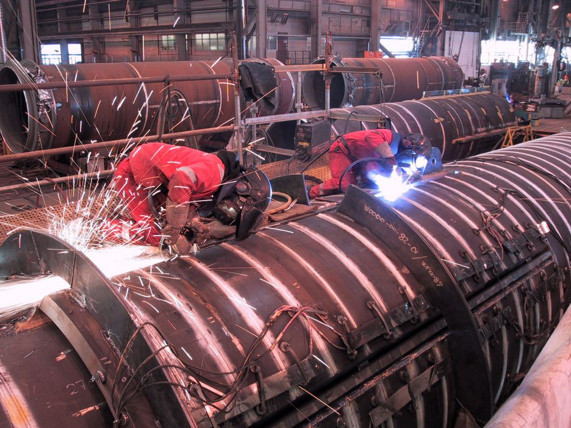 Olje- og gassindustrien trenger alle typer produkter og tjenester. Det gir positive ringvirkninger til alt fra mekaniske verksteder til  malingprodusenter, vevstuer og matleverandører.