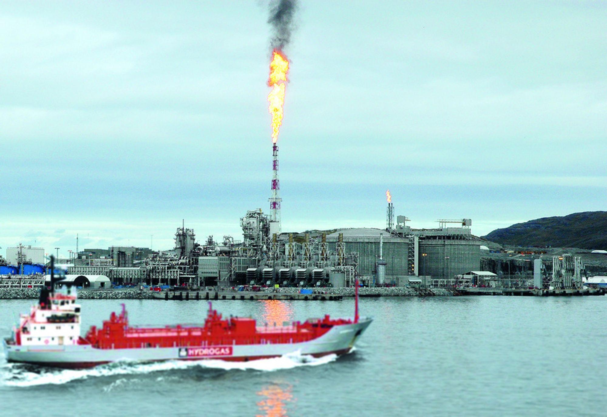Med gasstankskip kan Statoil frakte CO2 skip fra Mongstad til Snøhvit-anlegget på Melkøya. FOTOMONTASJE: SIMEN HÅKONSEN/TU