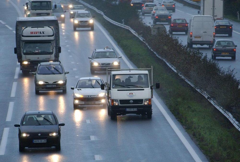 BRITISK BILTRØBBEL: Mange lurer på hvorfor hundrevis av biler stanser eller får problemer i Sør-England. Alt tyder på at forurenset bensin er syndebukken. Men forurenset med hva?