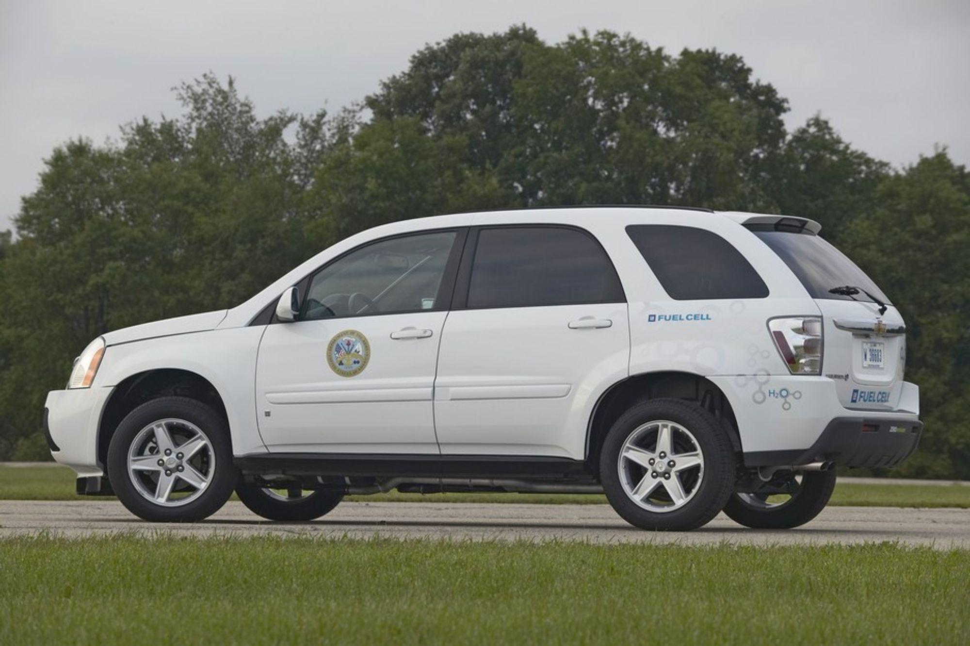 BRENSELCELLE: GM har for US Army bygget en seie prototyper som går på en toppmoderne, liten og høyeffektiv brenselcelle. Ingen vet om US Army virkelig kommer til å satse miljøvennlig. Spøkelset er det vanlige: Hvor i all verden skal de på en ikke-forurensende og overkommelig måte få tak i hydrogen å drive cellene med?