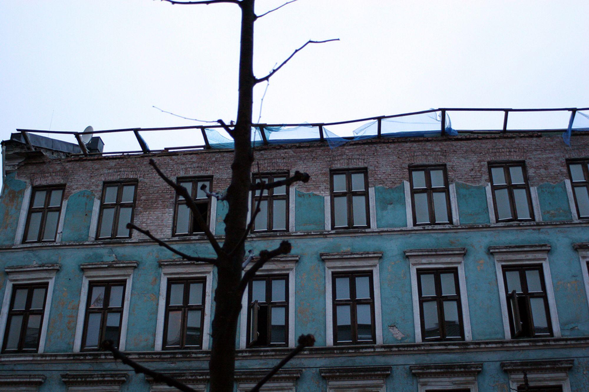 IKKE ALENE: Det finnes mange slike verstinger uten tak i Oslo. Flere TU.no har snakket med synes det er meningsløst at bygget har fått forfalle så lenge uten at noen har grepet inn.