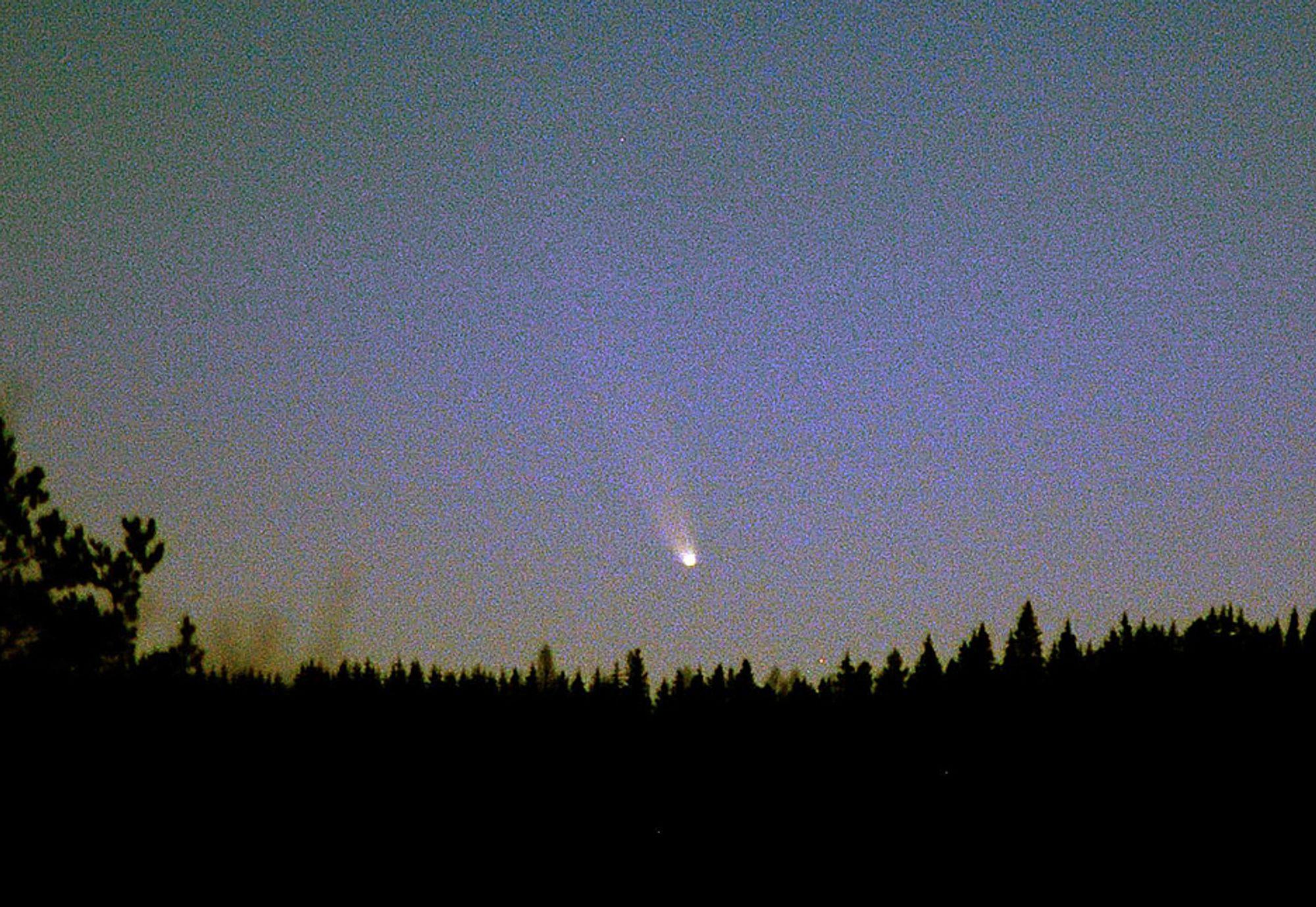 KRAFTIG LYS: Håkon Dahle, Astrofysisk institutt, tok dette bildet av kometen McNaught 5. januar. Siden den gang har kometens lysstyrke økt ytterligere.