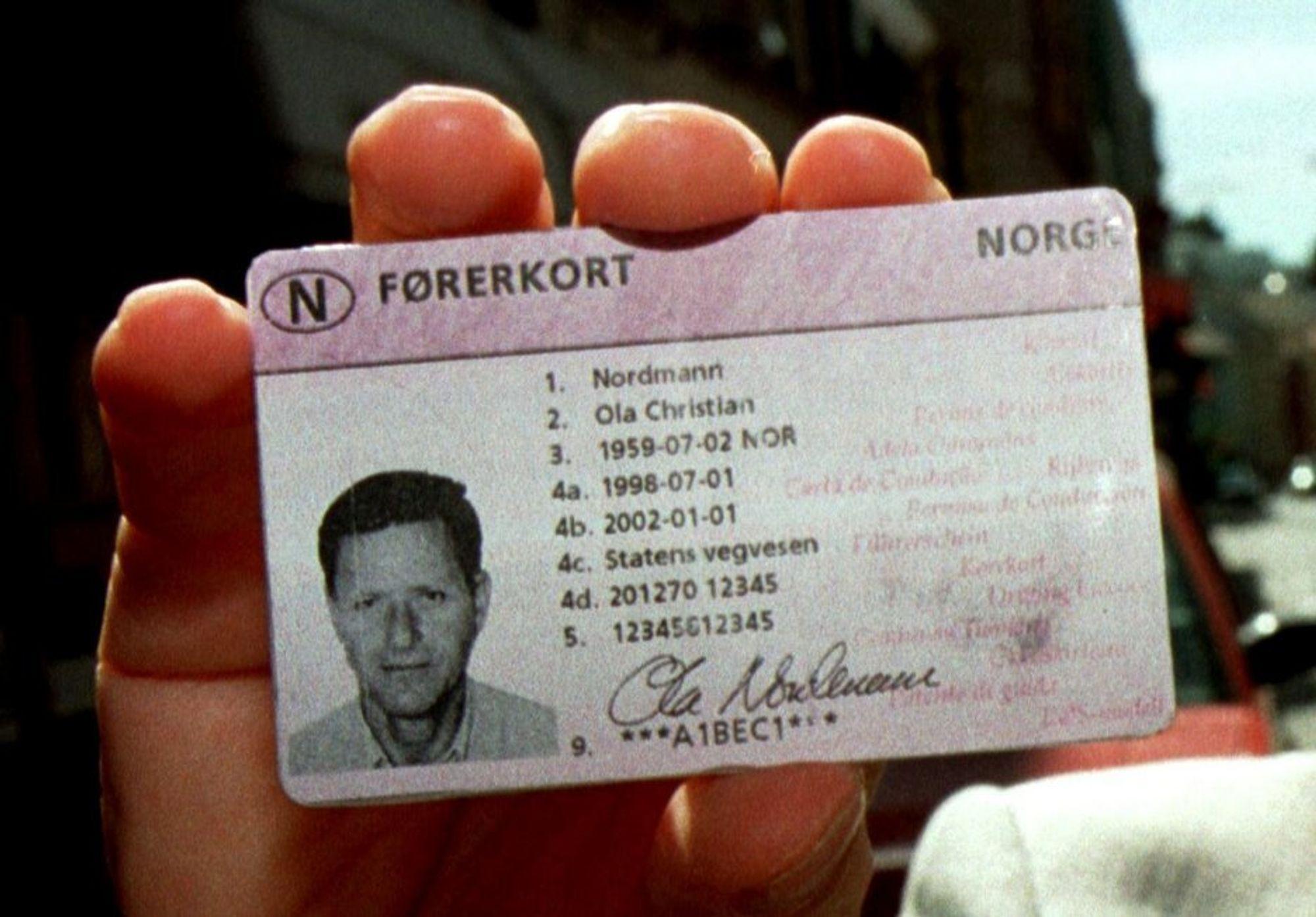 Dagens førerkort ble utstedt første gang 1. januar 1998.