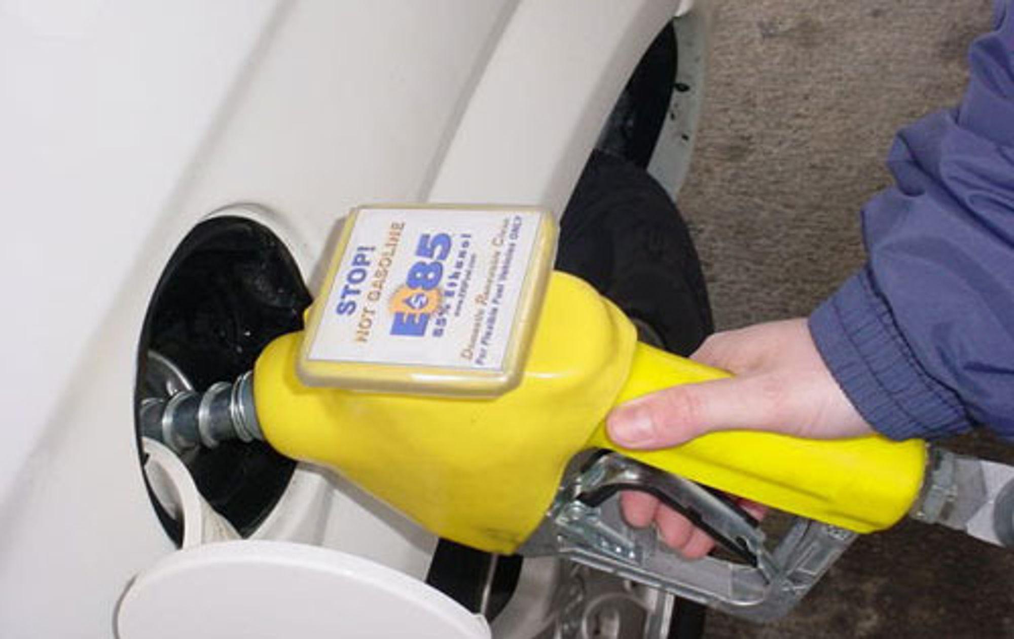 NEKTES MILJØSTEMPEL: Bensin tilsatt bioetanol er ikke et miljøvennlig drivstoff, har Forbukerombudet bestemt.