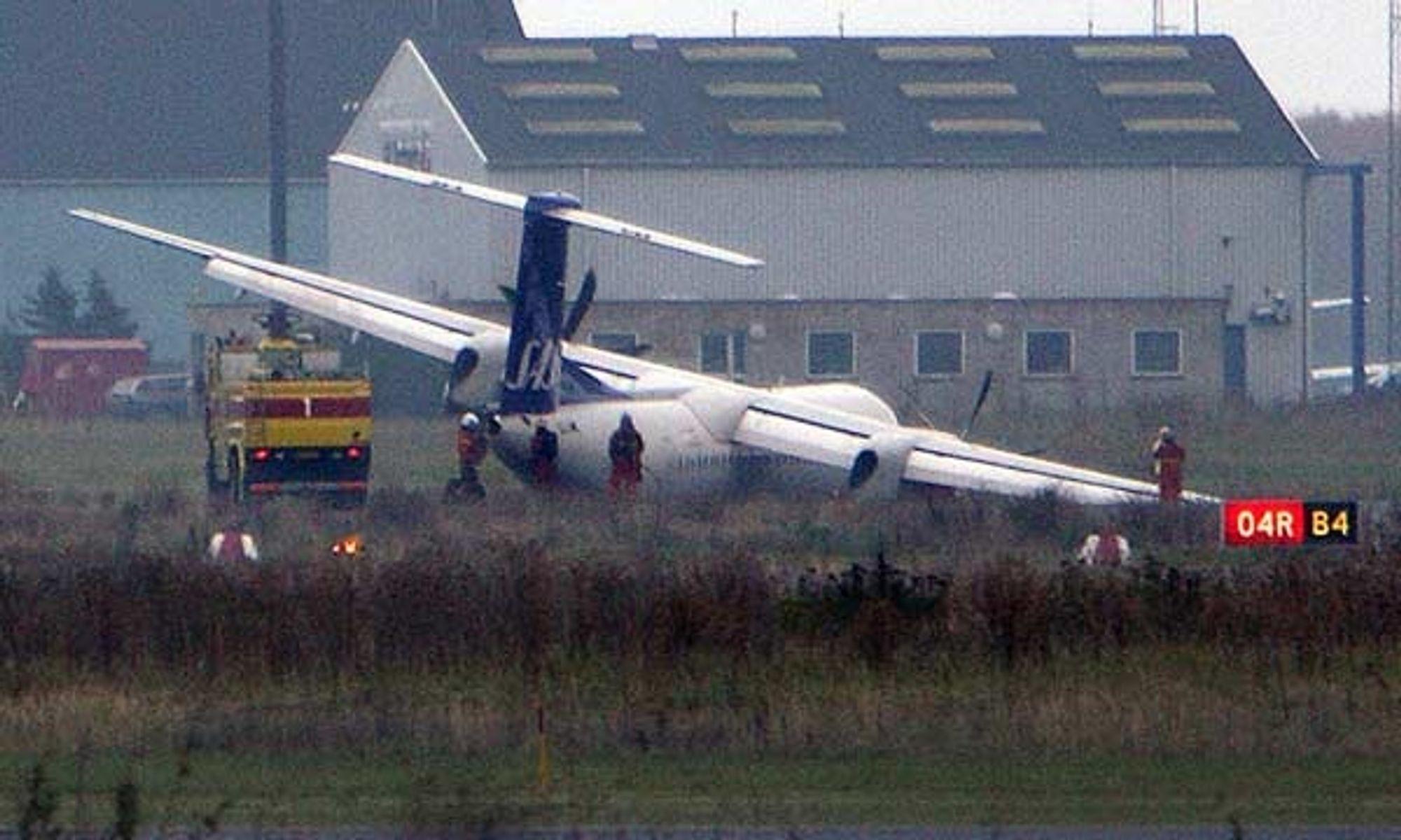 Et SAS-fly av typen Dash 8 Q400 på vei fra Bergen til København måtte nødlande på Kastrup lørdag ettermiddag. Understellet på flyet knakk under nødlandingen.