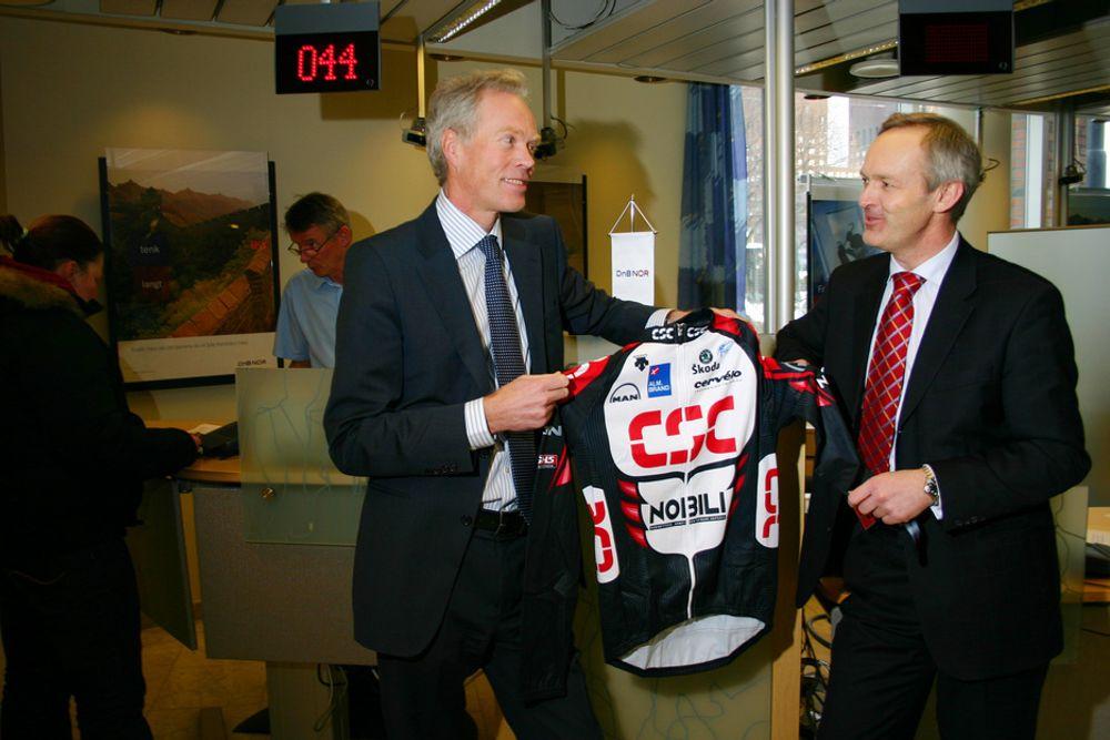 FINANS: Helge Forfang i DnB NOR-bank (t.v.) har nettopp inngått en omfattende IT-avtale med CSC. Her sammen med CSCs norske sjef, Per Kristian Nauste.