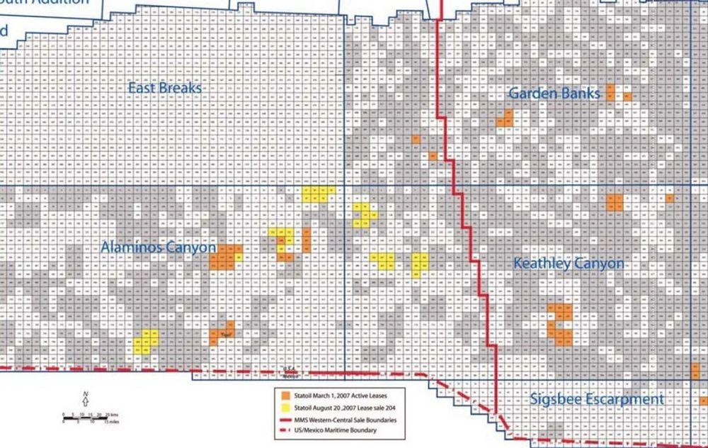 UTVIDER: Statoils 36 nye lisenser i Mexicogolfen er markert med gult. De oransje blokkene opereres allerede av Statoil. Den røde, vertikale linjen markerer skillet mellom amerikansk (t.v.) og meksikansk maritimt område.
