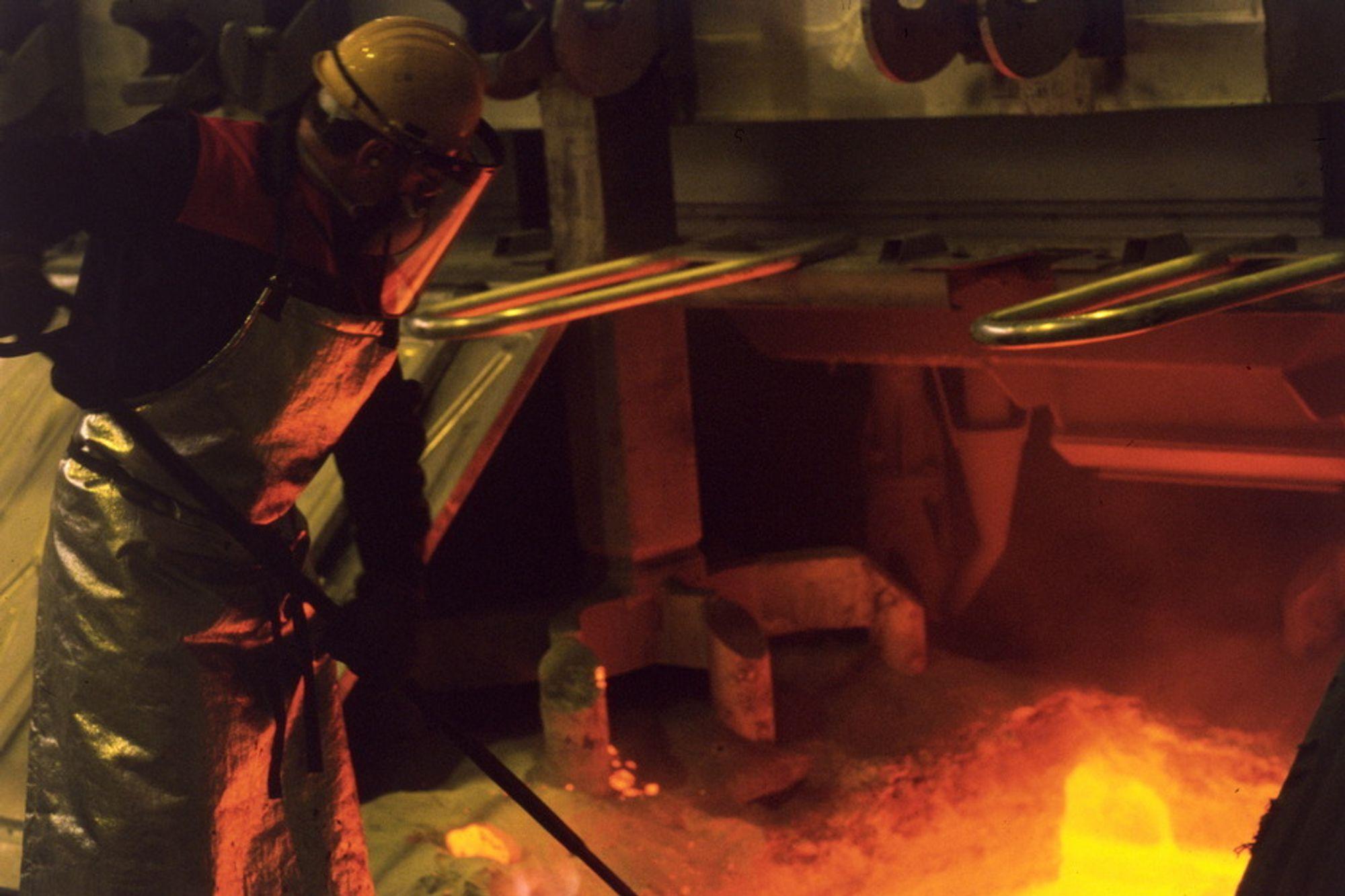 Arbeider i aluminiumsindustrien utsettes for farlige stoffer.