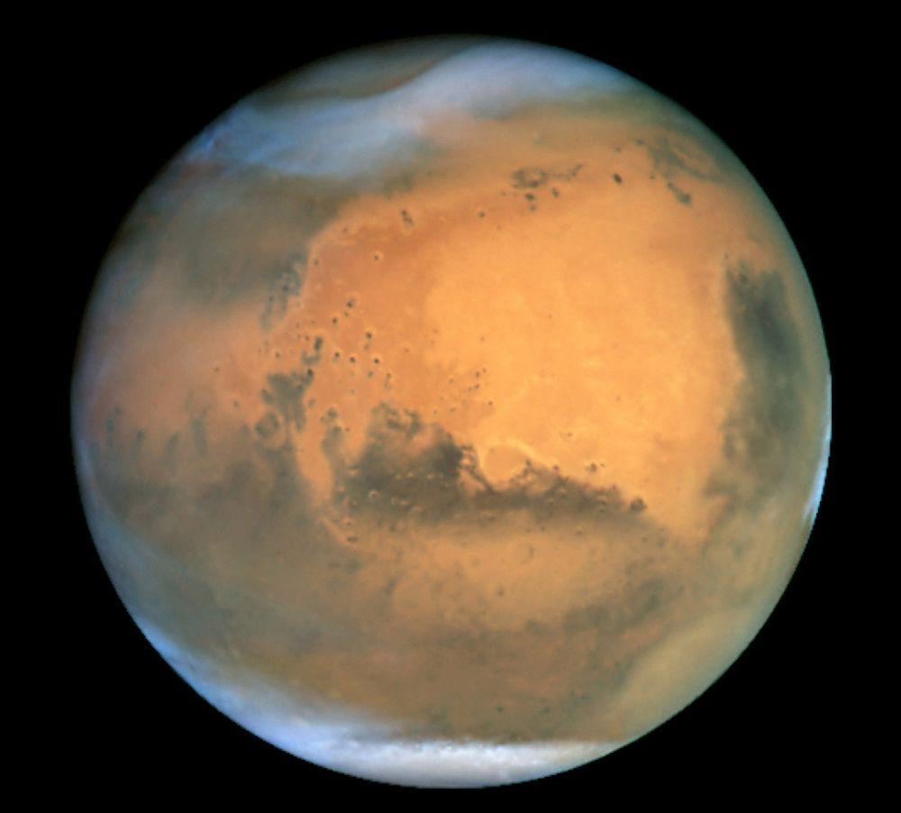 Mars sett gjennom Hubble-teleskopet. Nå vil NASA se på mulighetene for å skape liv på Mars ved å pumpe inn sterke drivhusgasser.