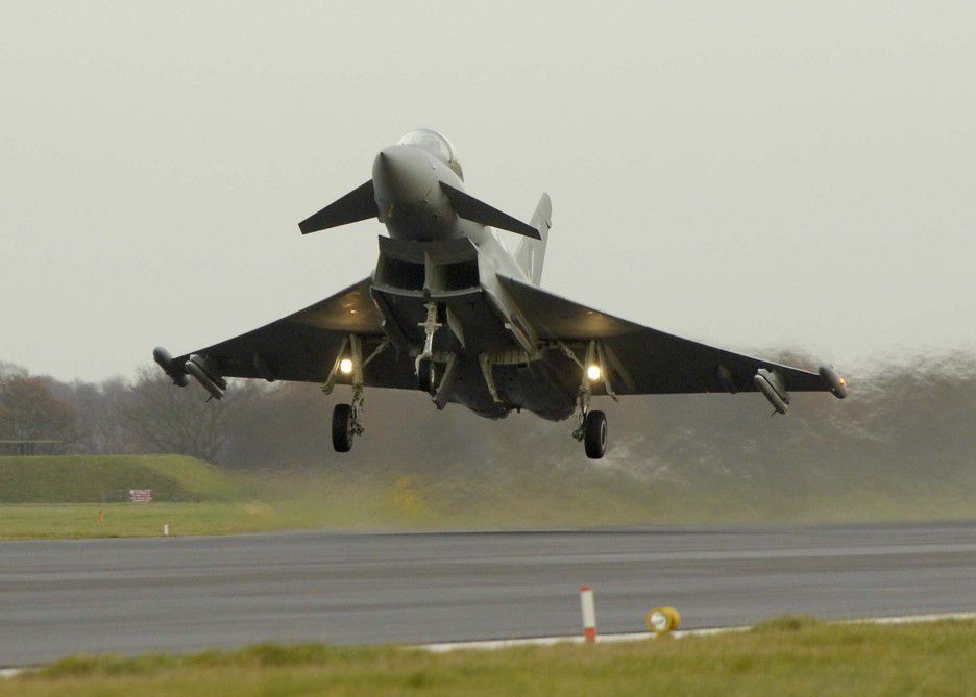 EUROPEER: Eurofighter tar av. Mens amerikanerne fortsatt ikke er ferdig med utviklingen av sin JSF F-35, som enkelte flykilder omtaler som basert på til dels utdatert teknologi, har Eurofighter levert flere topp moderne jagerfly.