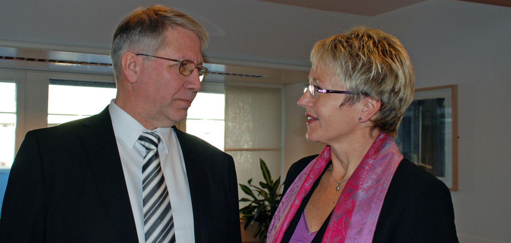 Samferdselsminister Liv Signe Navarsete presenterte i dag den nye veidirektøren, Terje Moe Gustavsen.