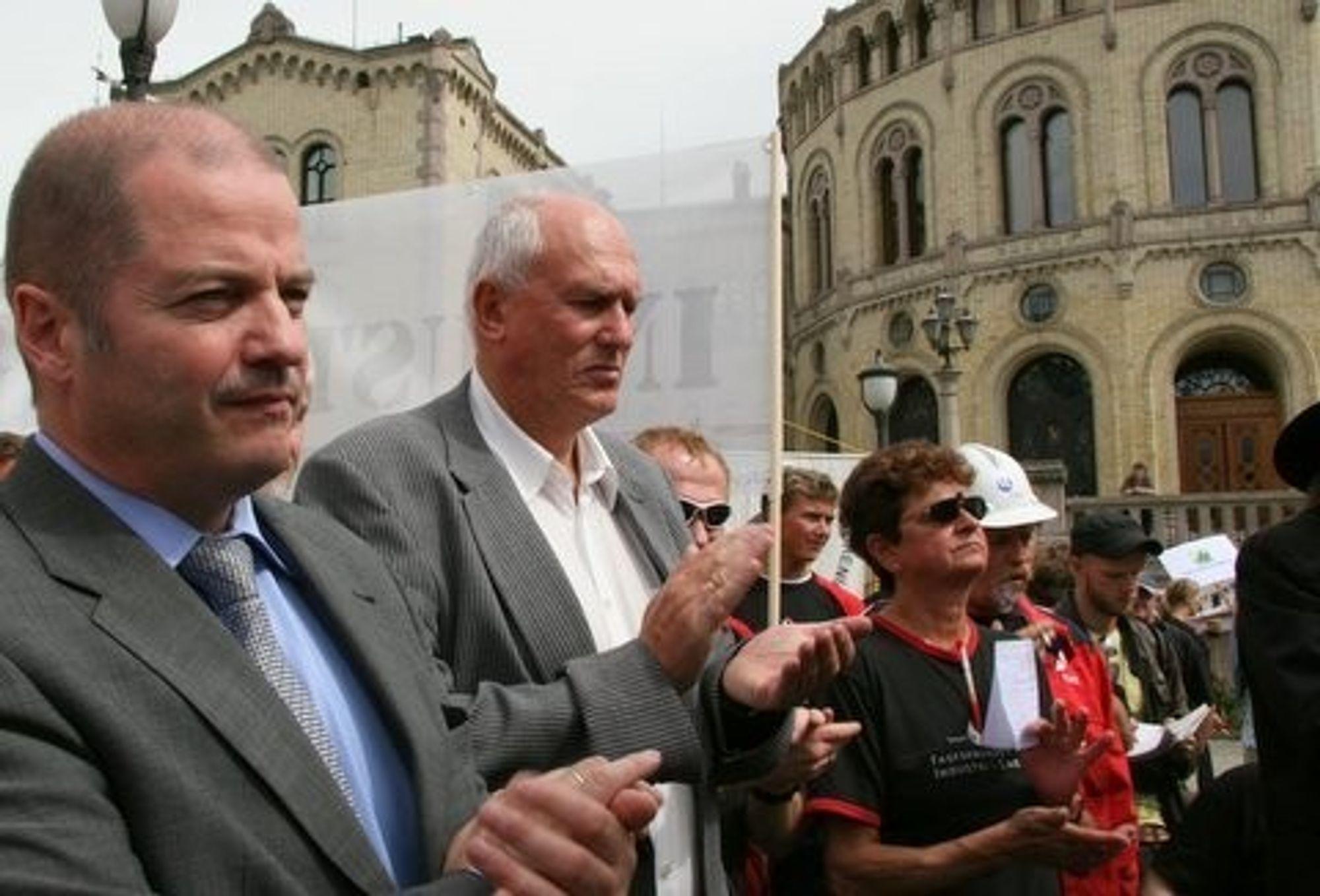 olje og energiminister Odd Roger Enoksen og LO-leder Roar Flåthen