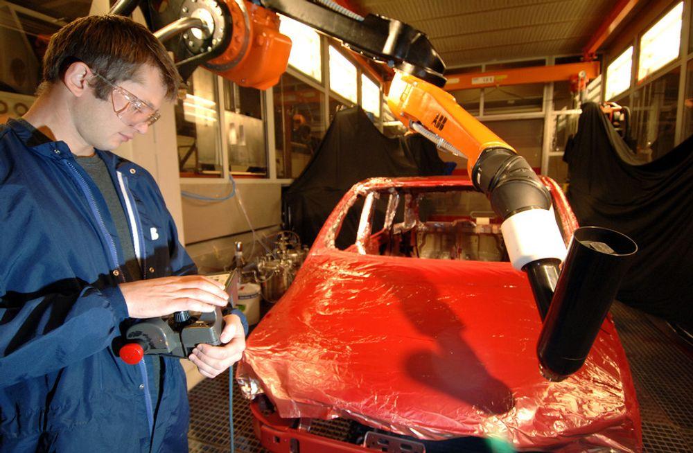 EN AV FEM: Hver femte nye bil i verden lakkeres av en robot fra Bryne på Jæren.
