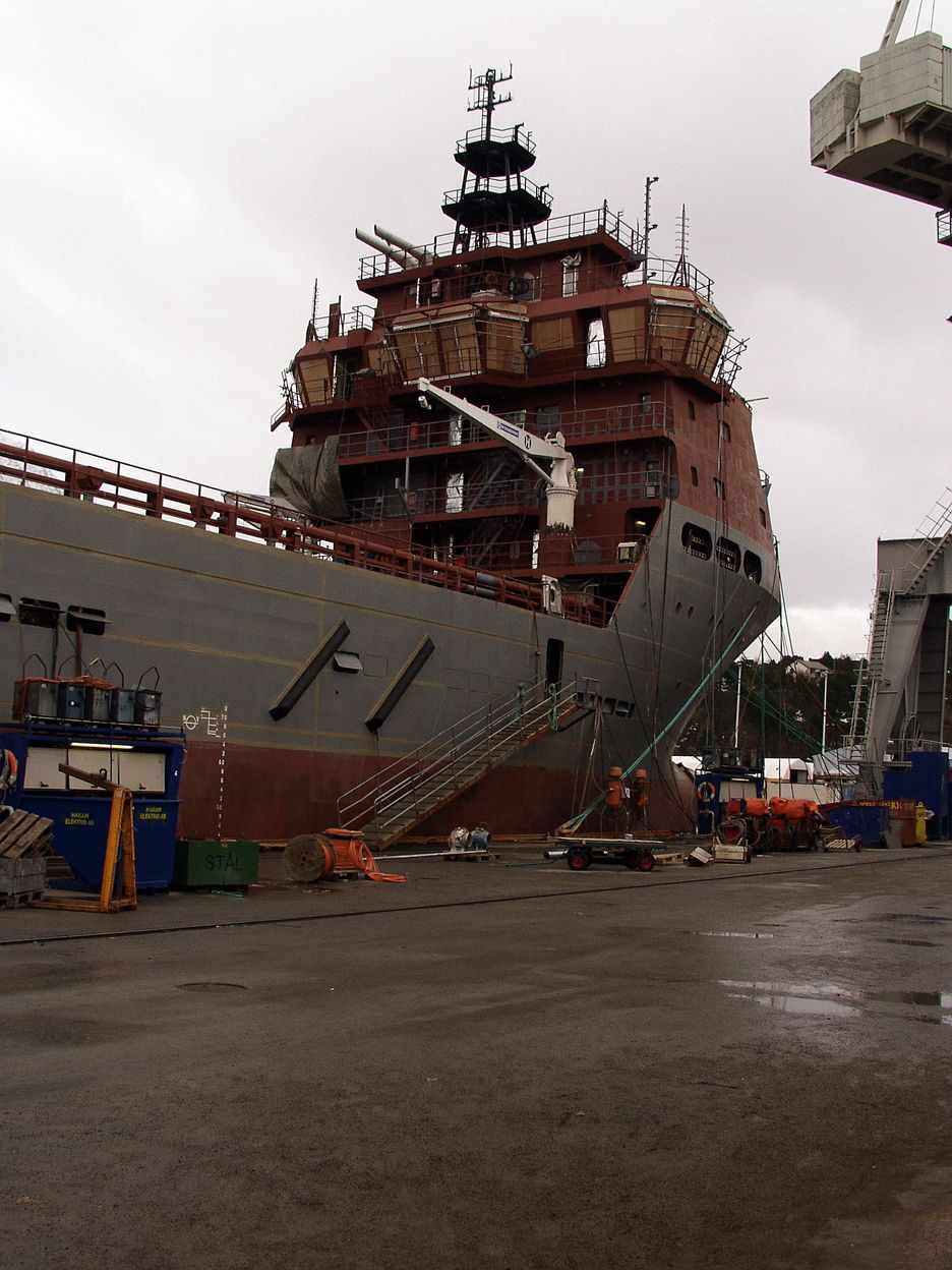 EKSPORTINDUSTRI: Industrien i Midt-Norge er eksportrettet. Verdiskapingen per arbeidsplass er på rundt 700.000 kroner. Her fra Aker Yards Brattvaag. Nylig skrev de kontrakt med Maersk til en verdi av mer enn 3,3 milliarder kroener.