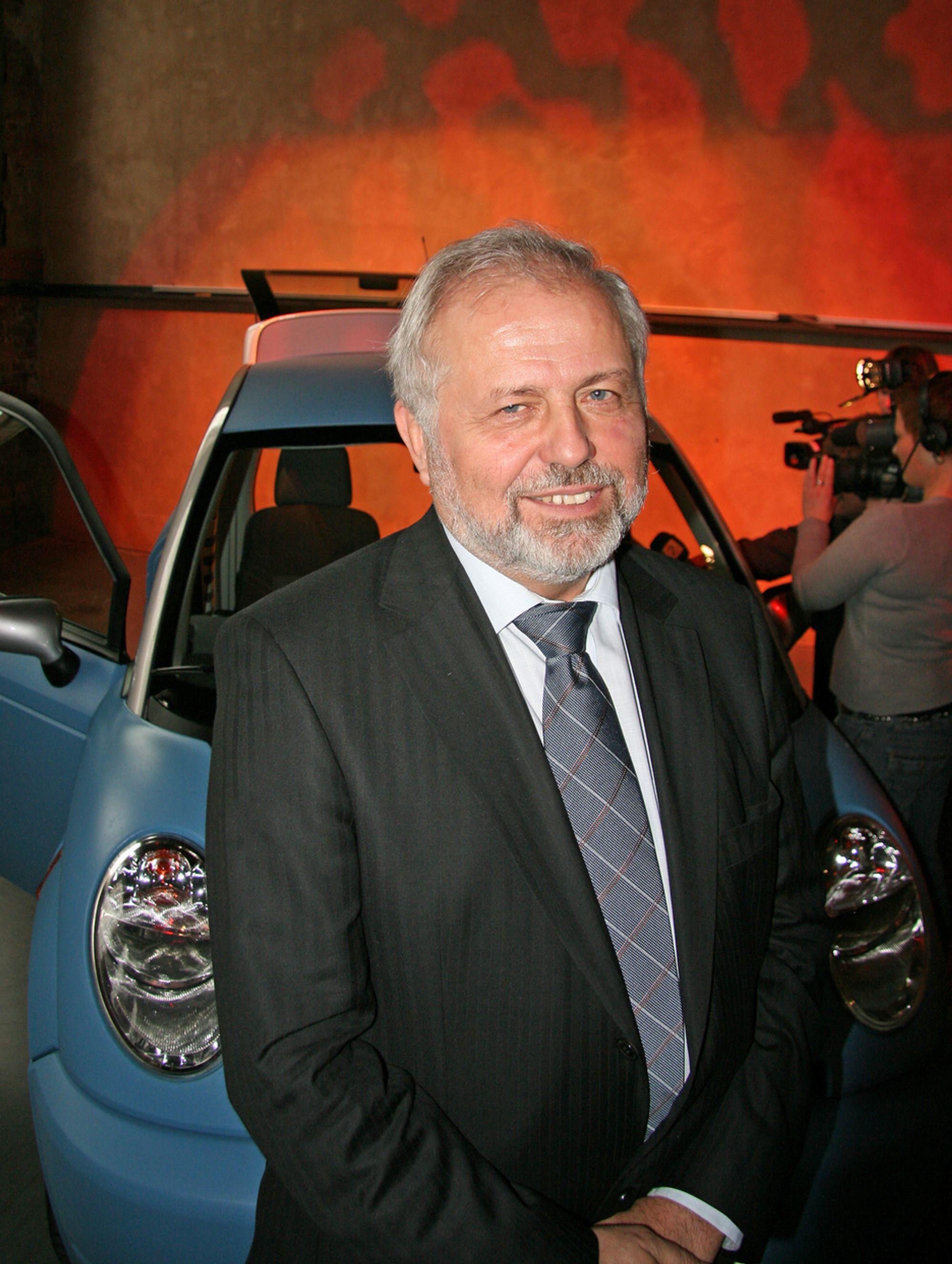 ELEKTRISK MARKED: Adm. direktør Jan-Olaf Willums tror markedet er modent for en moderne elbil og interessen er stor fra hele verden.