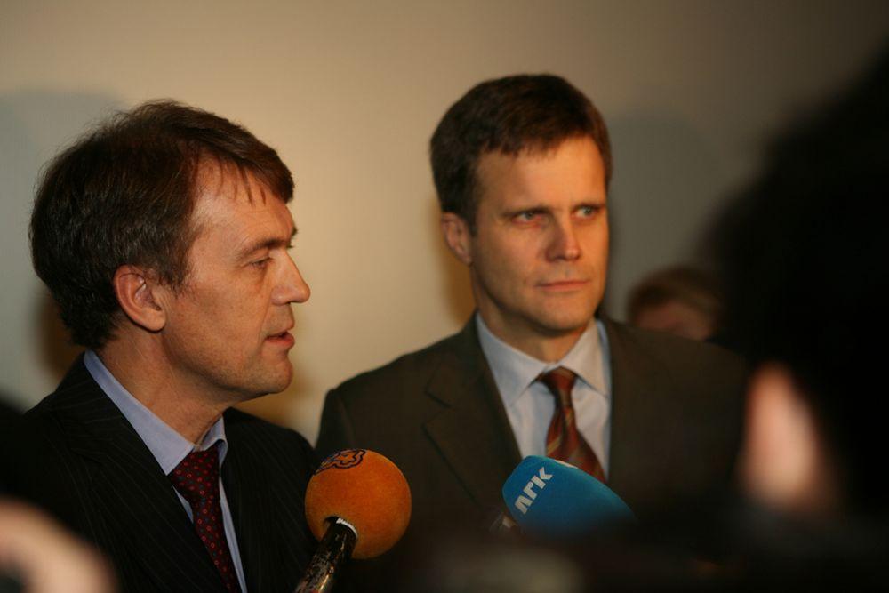 Hydro-sjef Eivind Reiten og Statoil-sjef Helge Lund har fått trone helt alene på toppen i fusjonsprosessen.