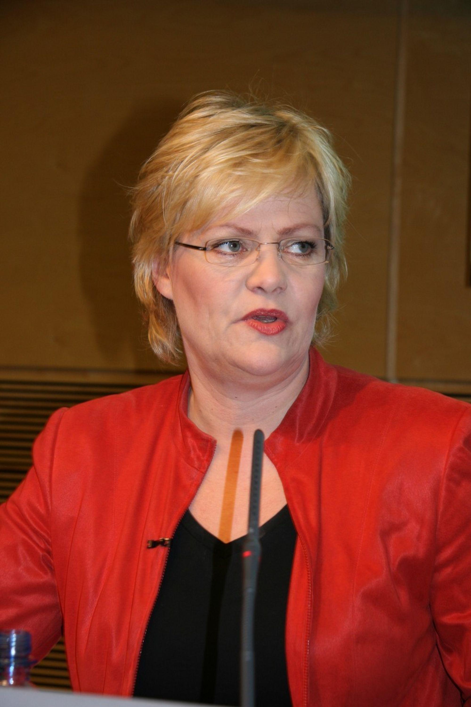 BEDRE ENN EU: Finansminister Kristin Halvorsen mener regjeringens forslag til kvotehandelssystem er bedre enn det EU vil innføre.FOTO MONA SPRENER