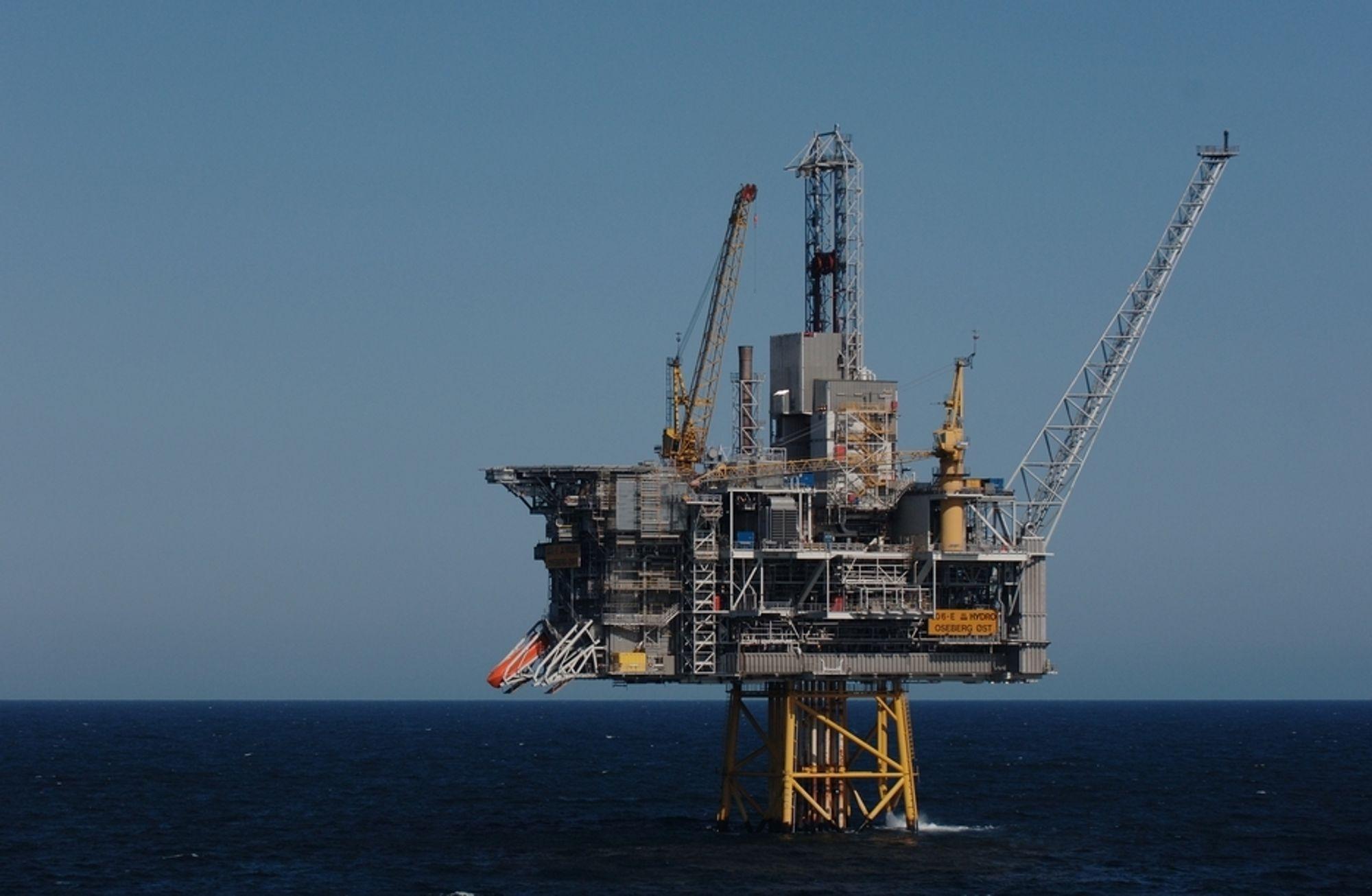 Hele mannskapet ble sendt i livbåtene på oljeplattformen Oseberg Øst i Nordsjøen tirsdag.