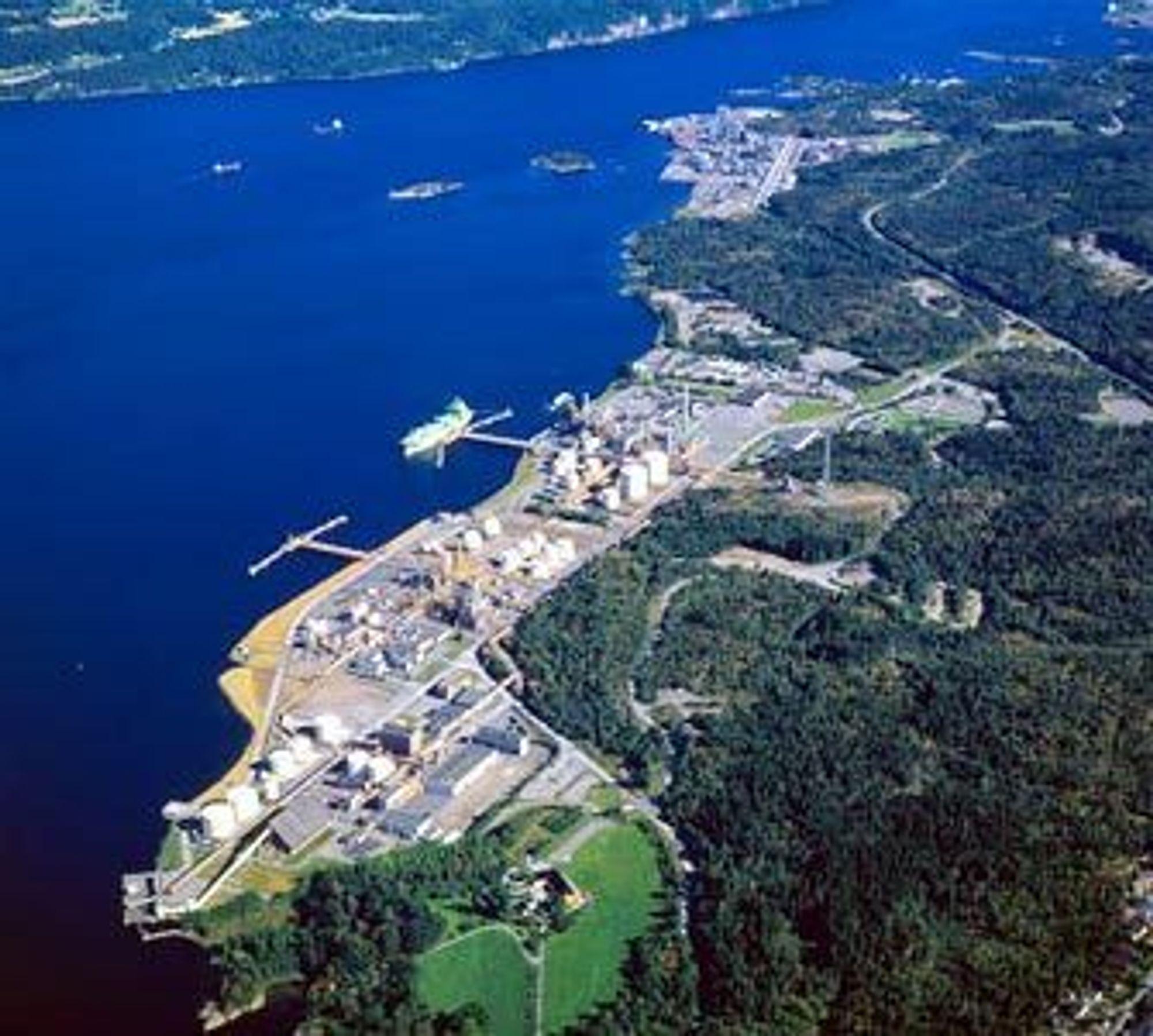 BLIR IKKE BØRSNOTERT: Tidligere Hydro Polymers, med 1200 ansatte, er solgt til utenlandske eiere. Her er virksomheten på Rafsnes i Bamble, hvor 130 personer jobber.