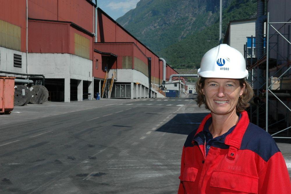 Wenche Agerup har tidligere vært fabrikksjef i Årdal. Nå går hun inn i Hydros konsernledelse.