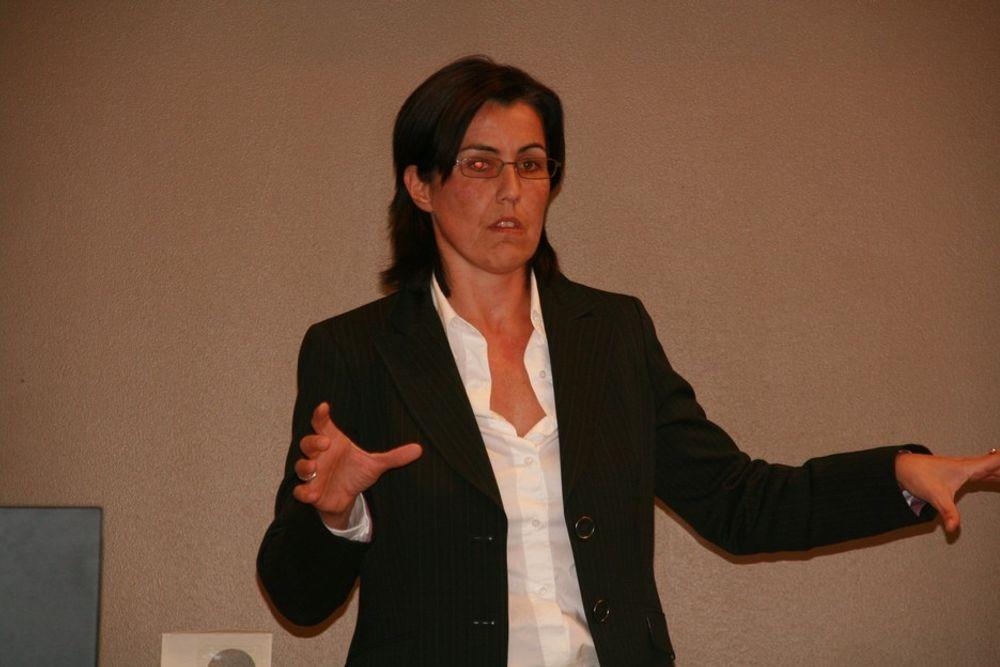 KRITISK: - Vi angriper ikke regjeringen, men vi blir forskjellsbehandlet, sa Microsofts Henriette Grønn da hun holdt innlegg på møte i Standardiseringsforeningen. Foto: Tone Tveøy Strøm-Gundersen