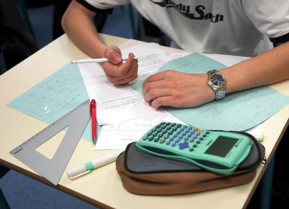 Studier. Student. Utdanning. Eksamen. Skole. Kalkulator. Skrive. Universitet. Høyskole.