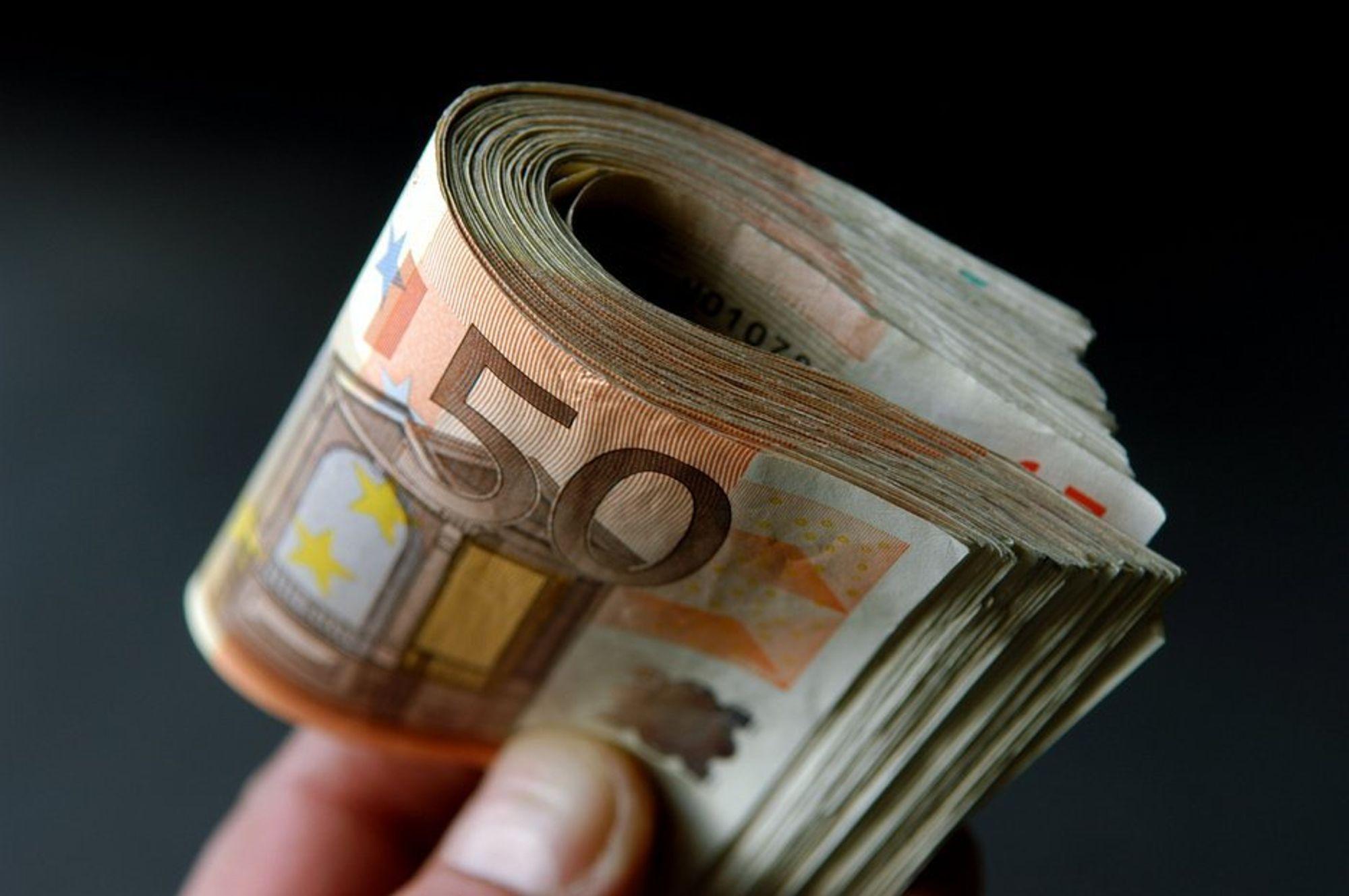 BILLIG: Å betale daglige utgifter i Euro, pund og dollar er ikke så dyrt som man skulle tro.