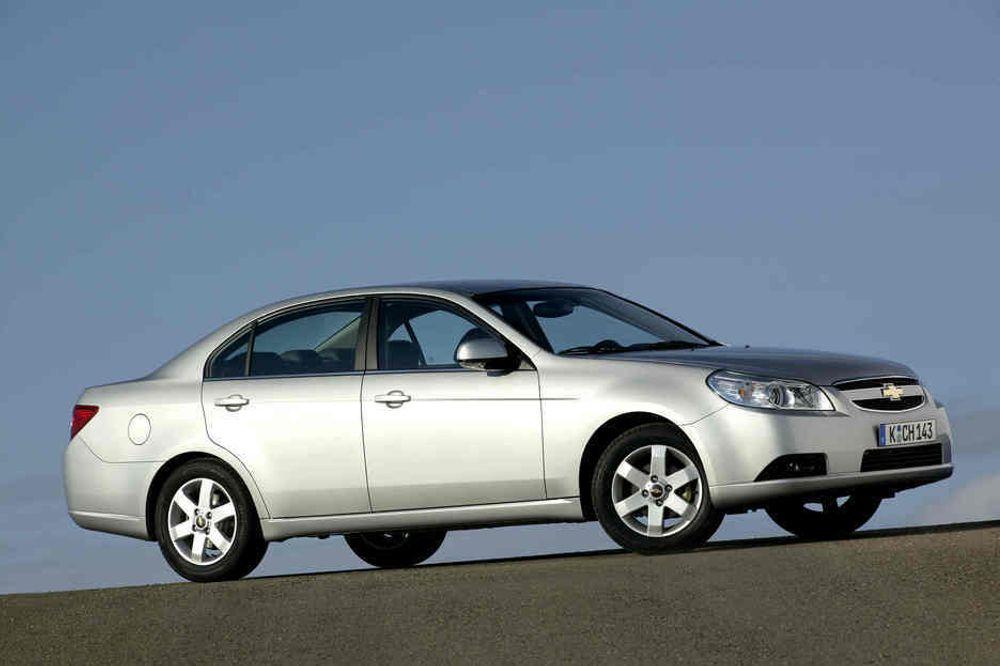 CHEVY: En Chevrolet fra Østen, Epica heter den og Daewoo lager den. Den er 4,8 meter lang og 1,8 meter bred, altså ingen smågutt. I grunnen likner den vel på femten-tjue andre modeller i denne størrelsen.