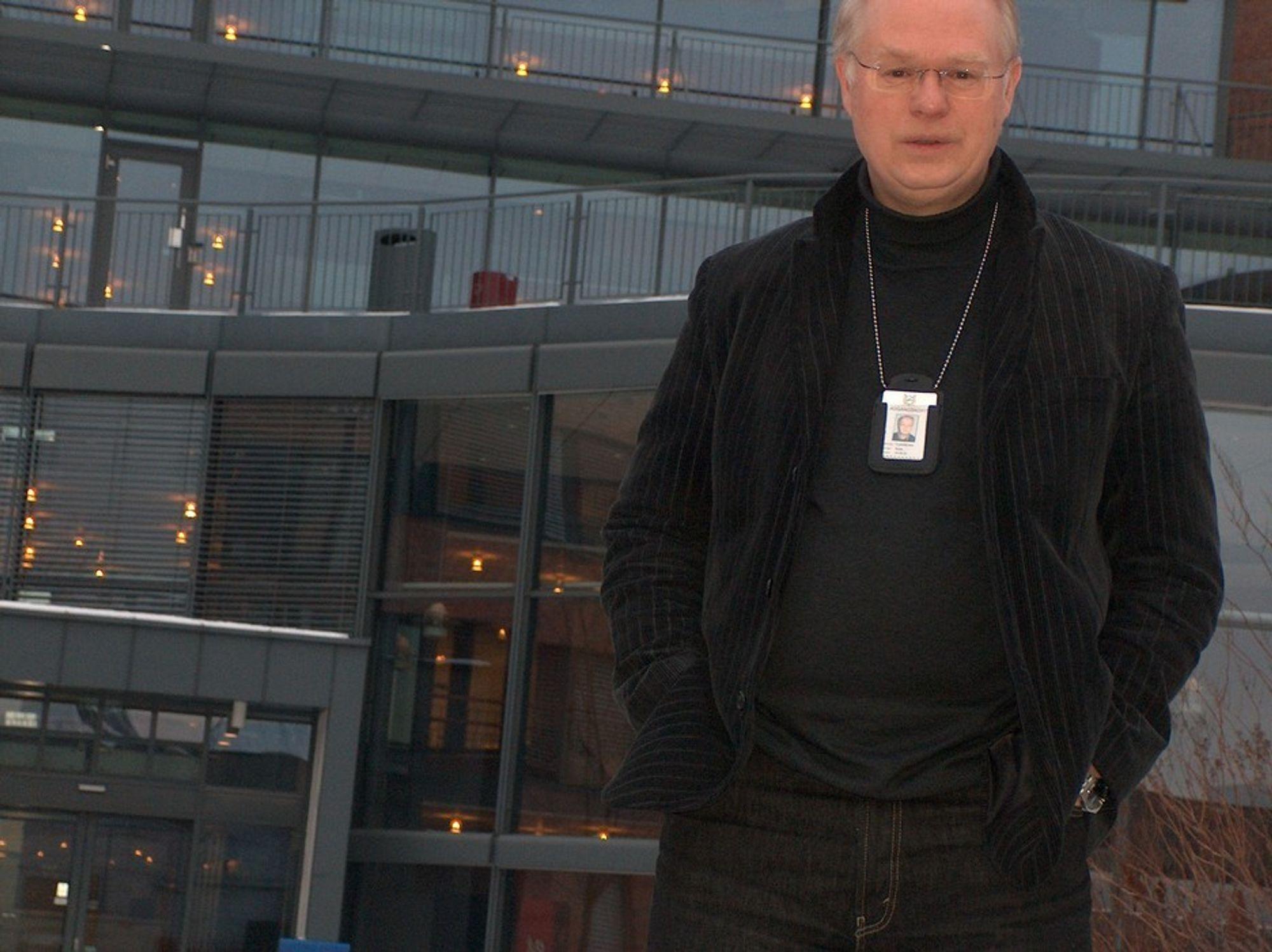 """Rune Fløisbonn leder politiets fremste team av eksperter på computer forensics. Men politiets ressurser er små, og de står reelt sett maktesløse overfor en kriminell """"nisje"""" som passerte narkotikahandelen i USA i fjor."""