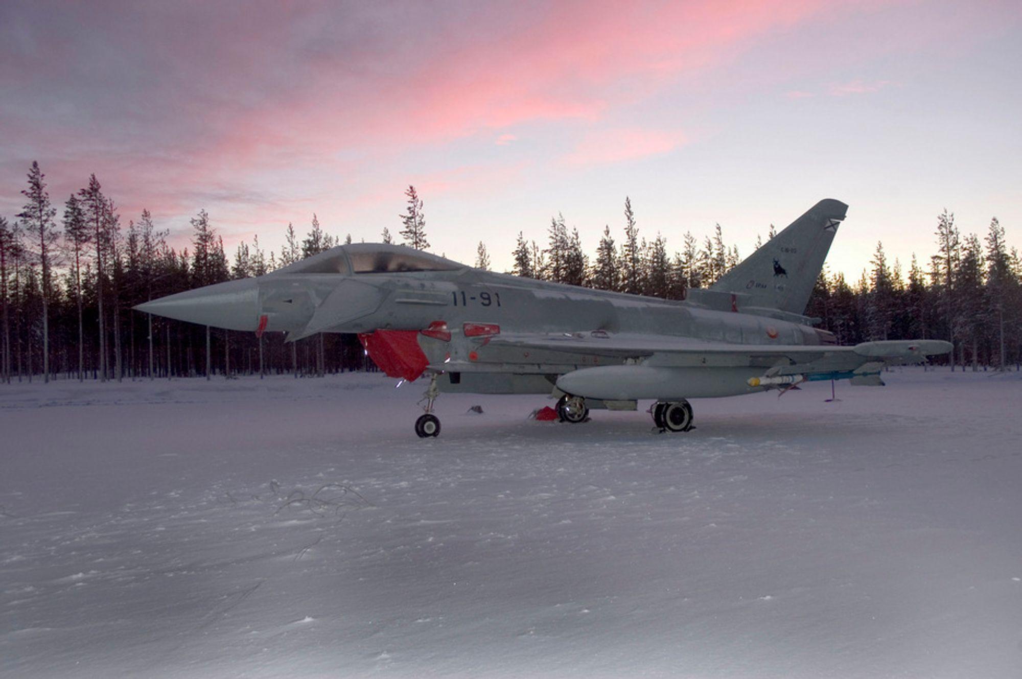 NORSK: Gruppen bak Eurofighter - EADS - har allerede en rekke millionkontrakter i sving i norsk høyteknologisk industri. Enkelte av oppdragene gjelder del-leveranser til Europas nye kampfly Eurofighter, der det alt er levert et tjuetall fly. Her er flyet under en norsk kuldetest forrige vinter.