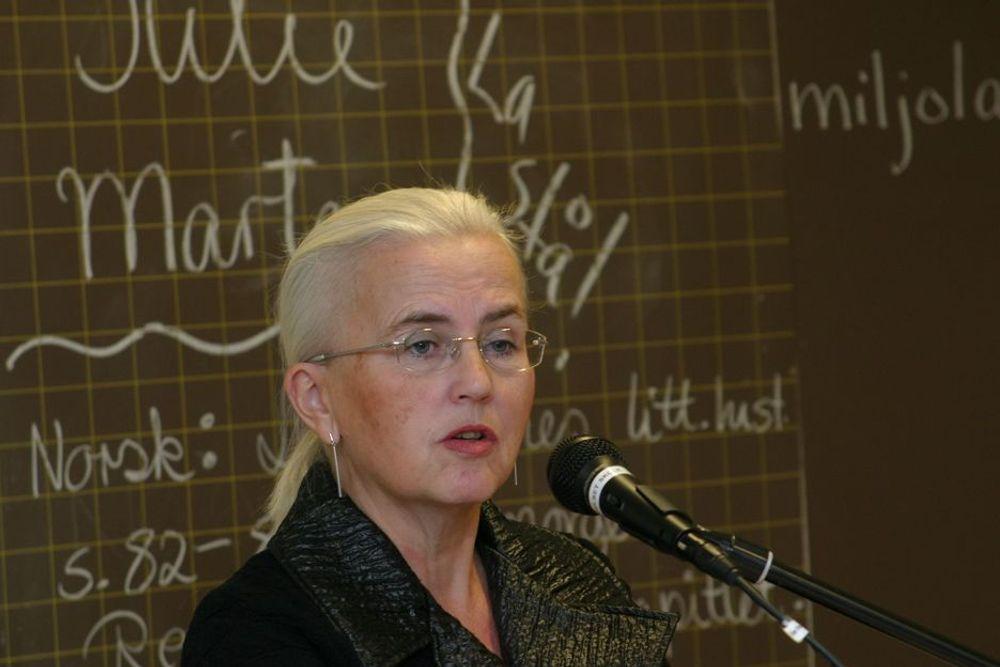 KLAR TALE: Helen Bjørnøy var klokkeklar på hva som må til - nemlig å satse sterkt på teknologi for å kunne utvinne olje på en mest mulig miljøvennlig måte.