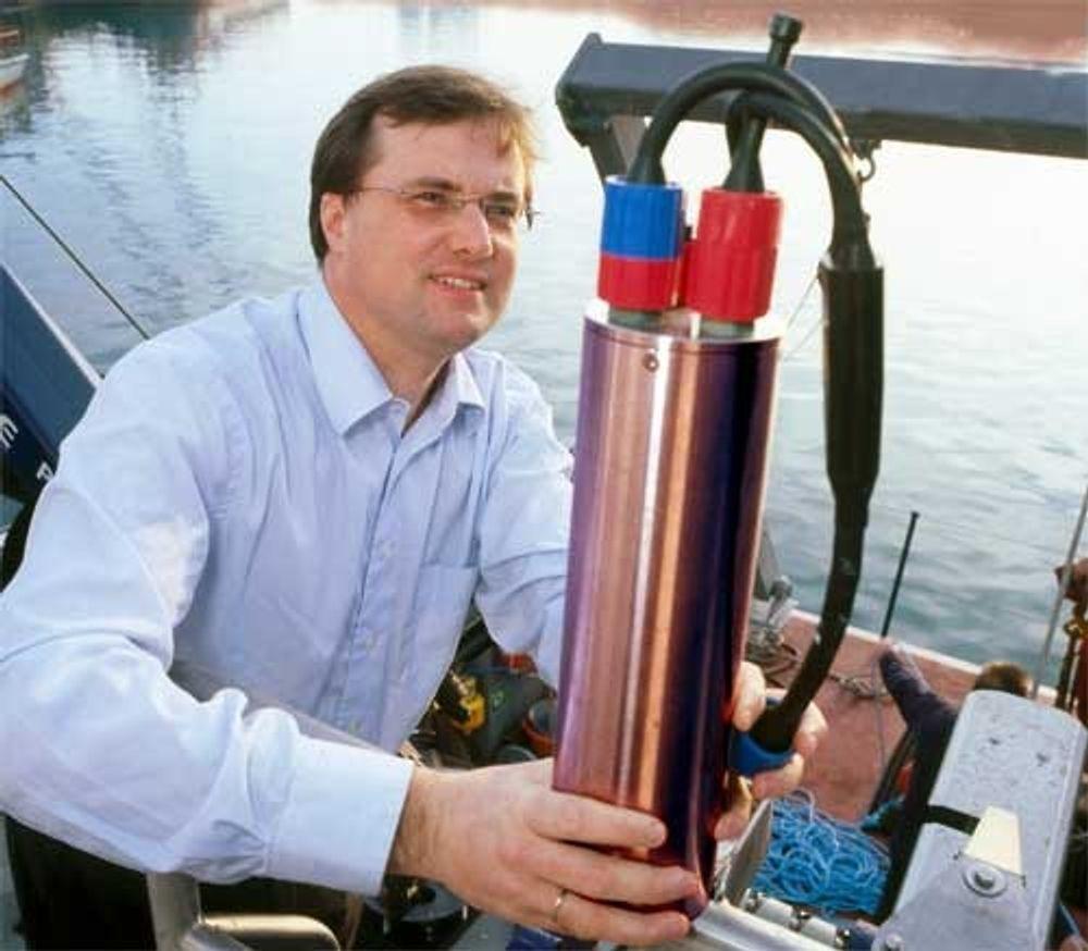 VÆSKEBØLGER: Den britiske professor Timothy Leighton har nylig fått en høythengende pris kalt Institute of Physics¿ Paterson Medal and Prize for 2006, for sitt banebrytende arbeid angående akustikk i væsker.