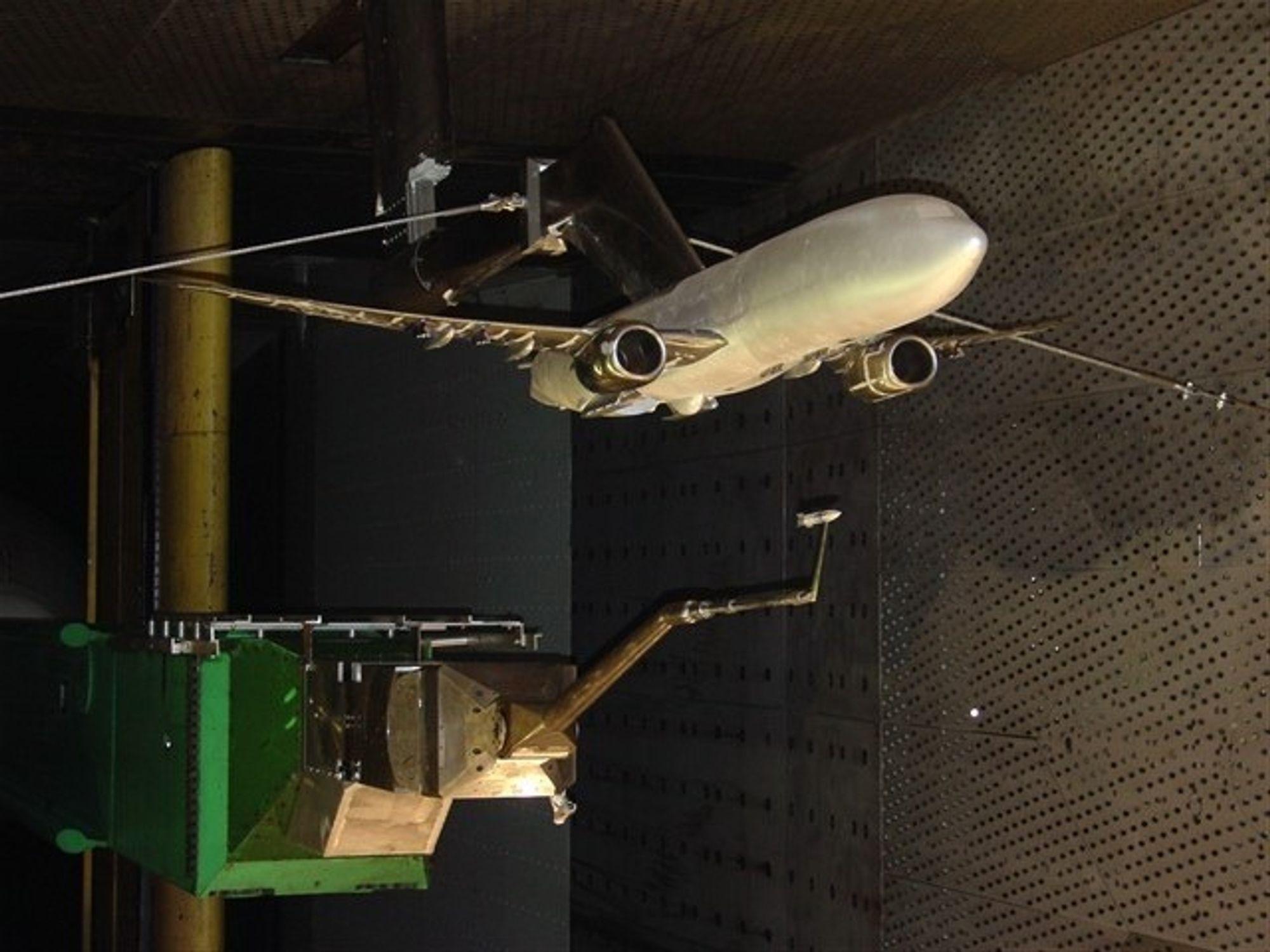 VÆPNET: Her er vindtunnelmodellen av en Boeing 737-800 fullt utstyrt med miner, torpedoer og missiler. Det er ikke SAS som går nye veier men US Navy som ønsker seg en ny ubåtjeger.