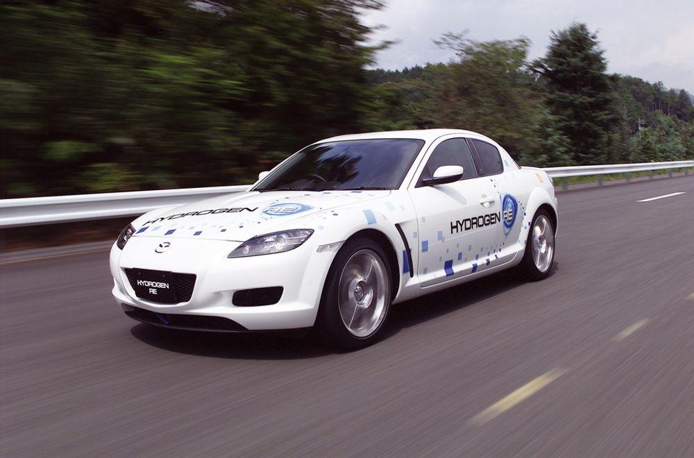 NULL MILJØEFFEKT: Dersom du kjøper en hydrogenbil, mener britiske forskere du vil bruke pengene du sparer på billigere drivstoff til å kjøpe flere duppeditter og ferieturer.