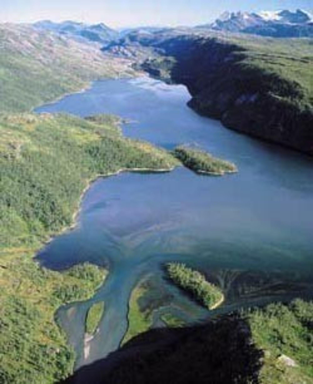 STORVATNET: Kraftverket utnytter fallet fra Storvatnet til å produsere 44 GWh elektrisk kraft.