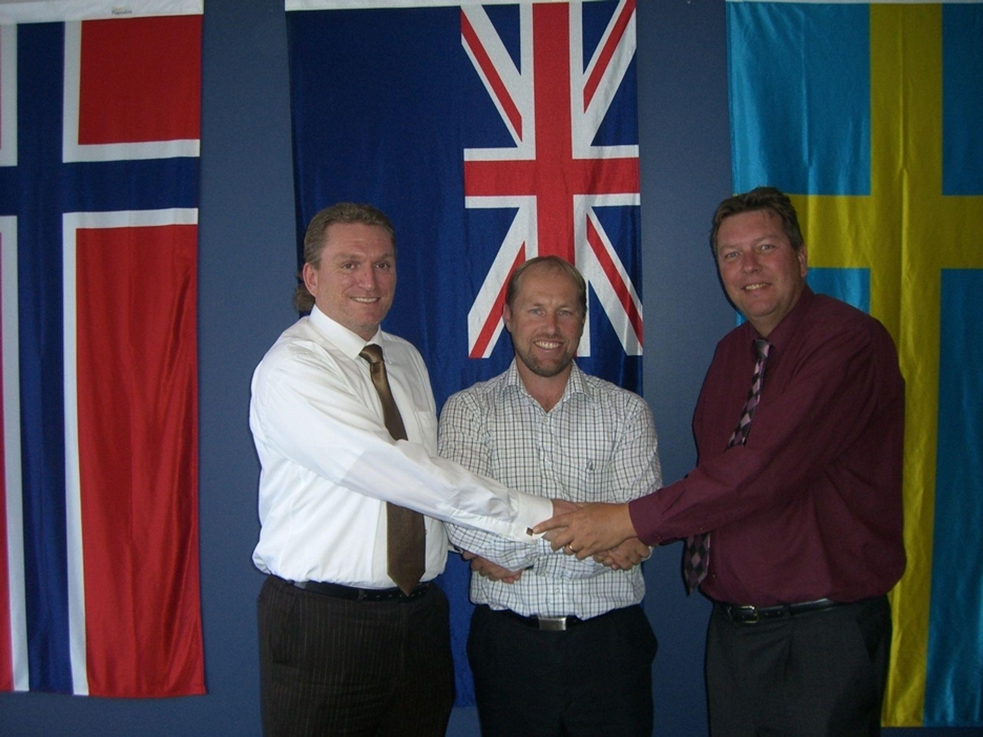 AVTALE: Styreformann i Captura, Erik Pinnås (t.v.) har vært i New Zealand for å møte den nye partneren Datacol, her representert ved gründer Grant Thornton (midten), og Lars Erik Stjärnhage som er administrerende direktør for Datacol Mobile Solutions.